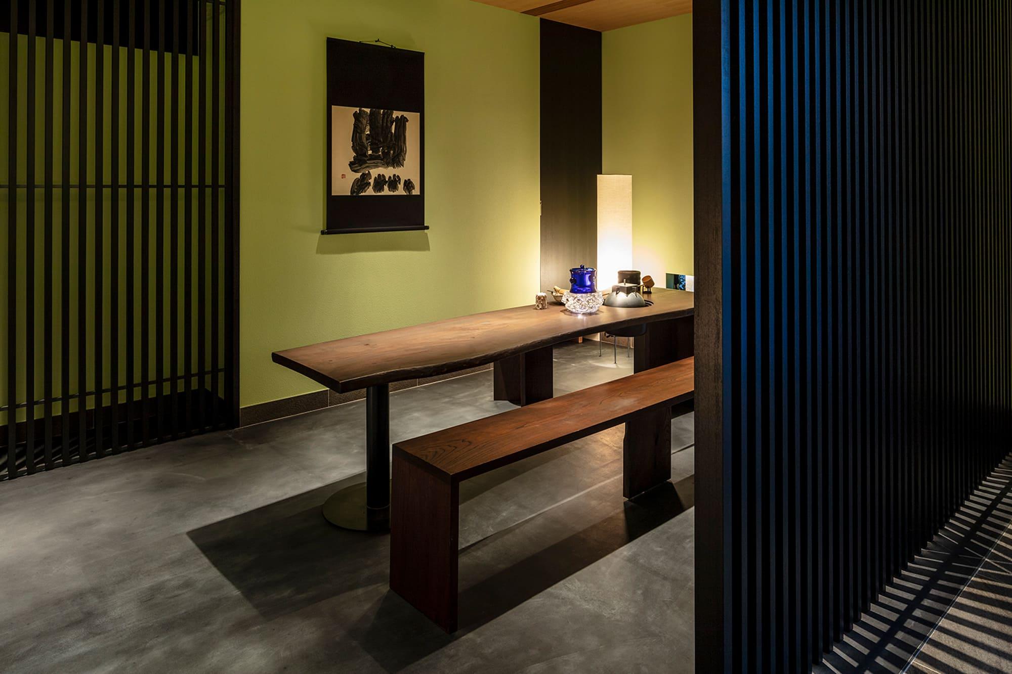 「麩屋町通 Ⅱ」のレセプション前に設えられた立礼の茶席。