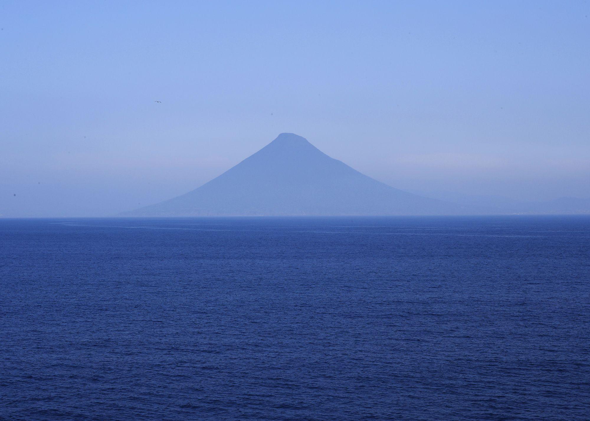 鹿児島県指宿市に位置する開聞岳。薩摩富士とも呼ばれる。