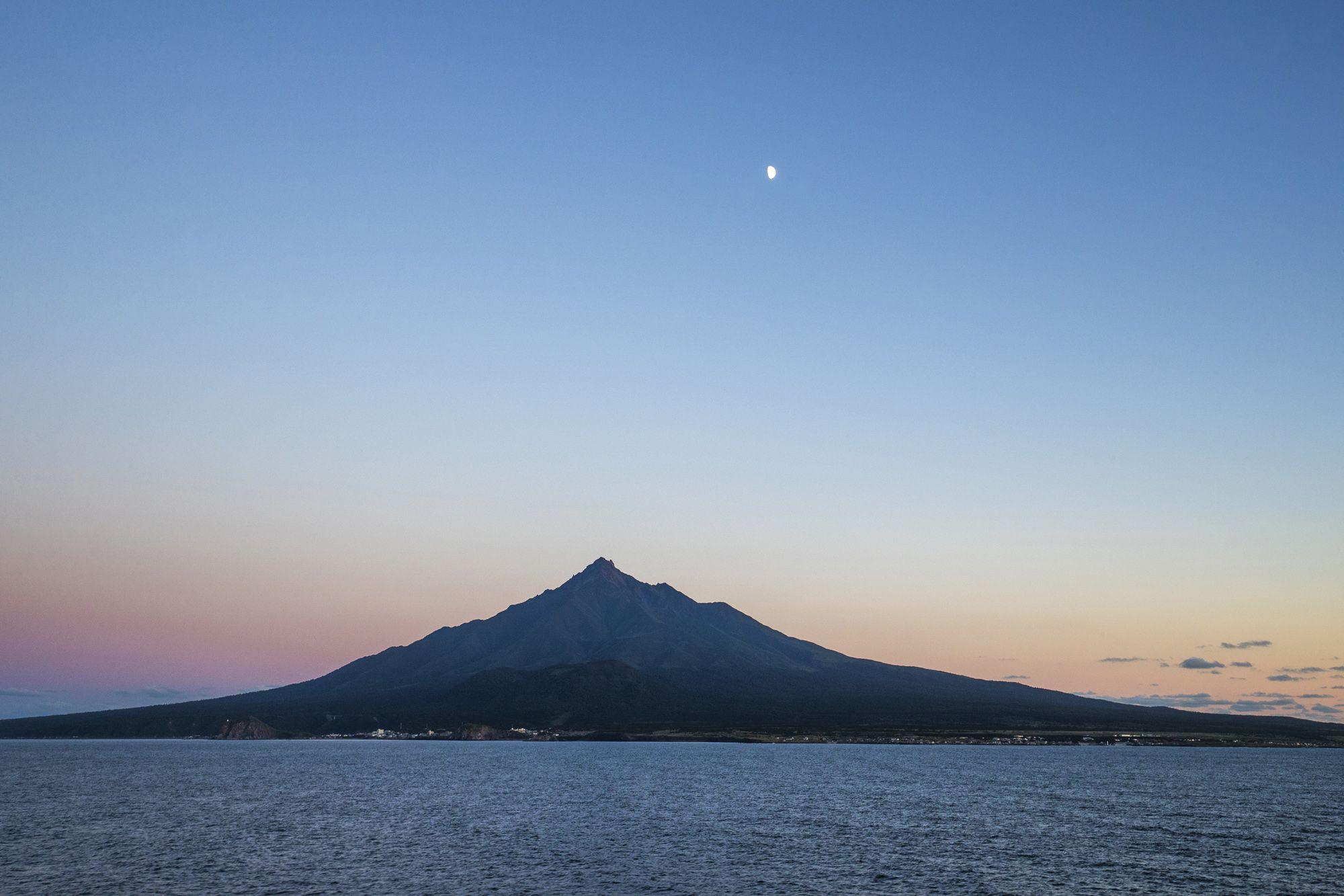 北海道の利尻島にある利尻岳。利尻富士とも呼ばれる。