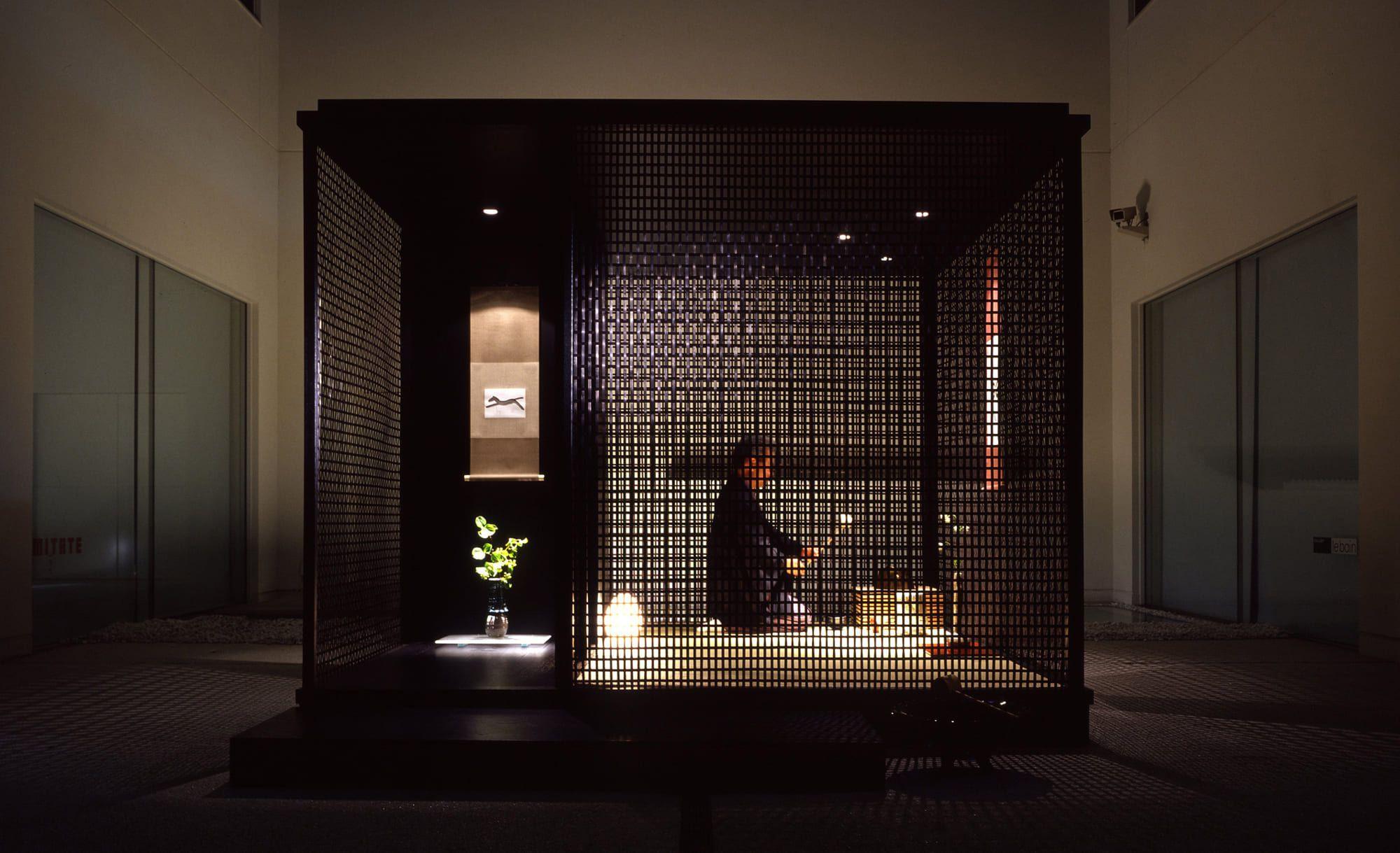 内田繁デザインの茶室「山居」のオリジナル。エンソウ アンゴに設置されているのはこちらの木素地をいかしたバージョン。