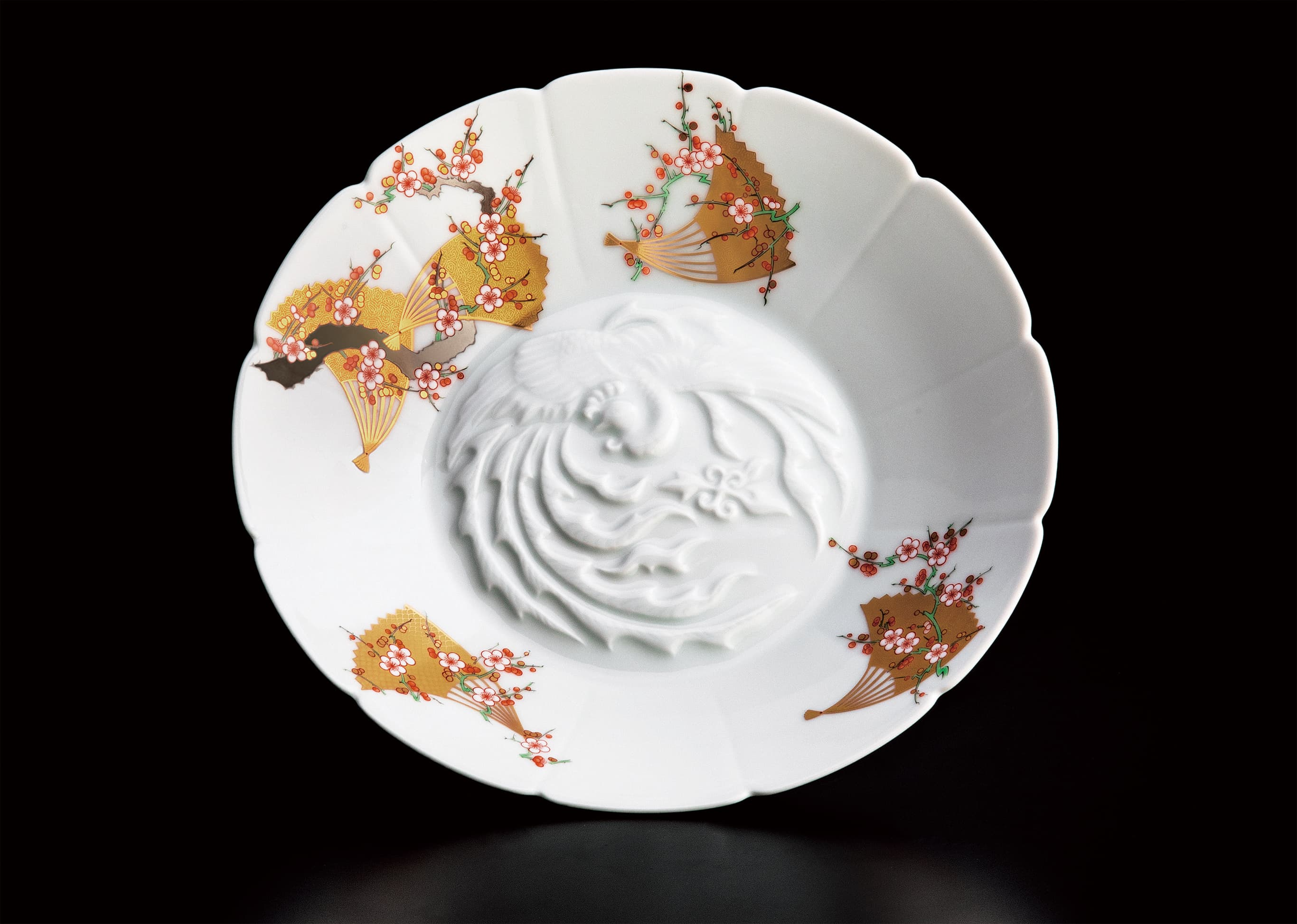 Fukagawa Seiji's Crimson and White Plum and Fan Bas-Relief Moribachi Plate celebrates the new Reiwa Era