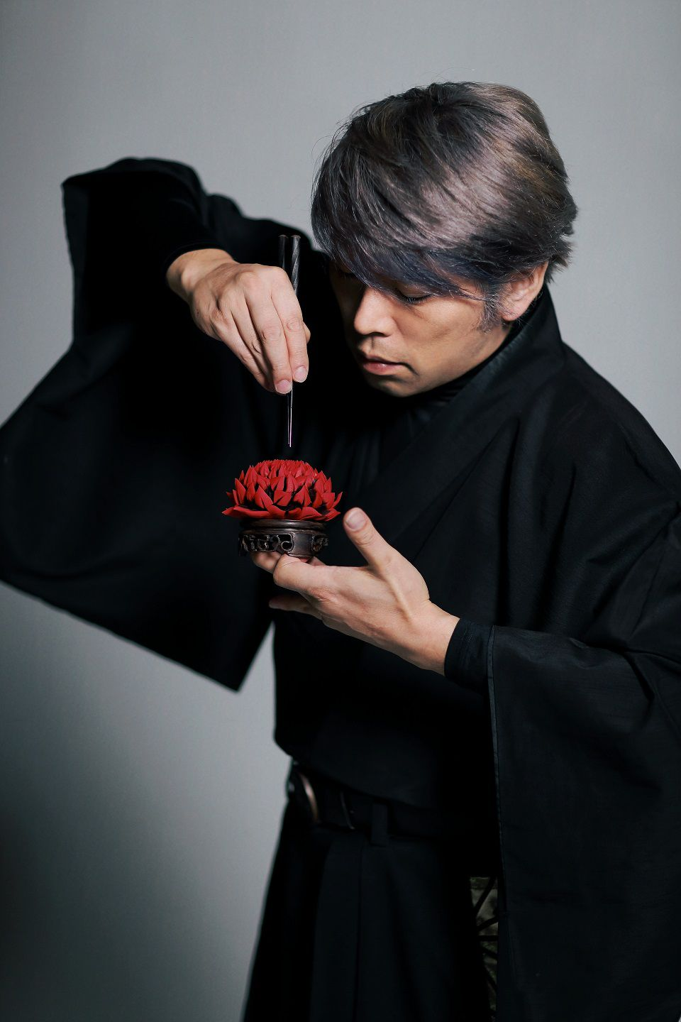 Mitsubori shapes his creations masterfully with specially ordered needles and shears