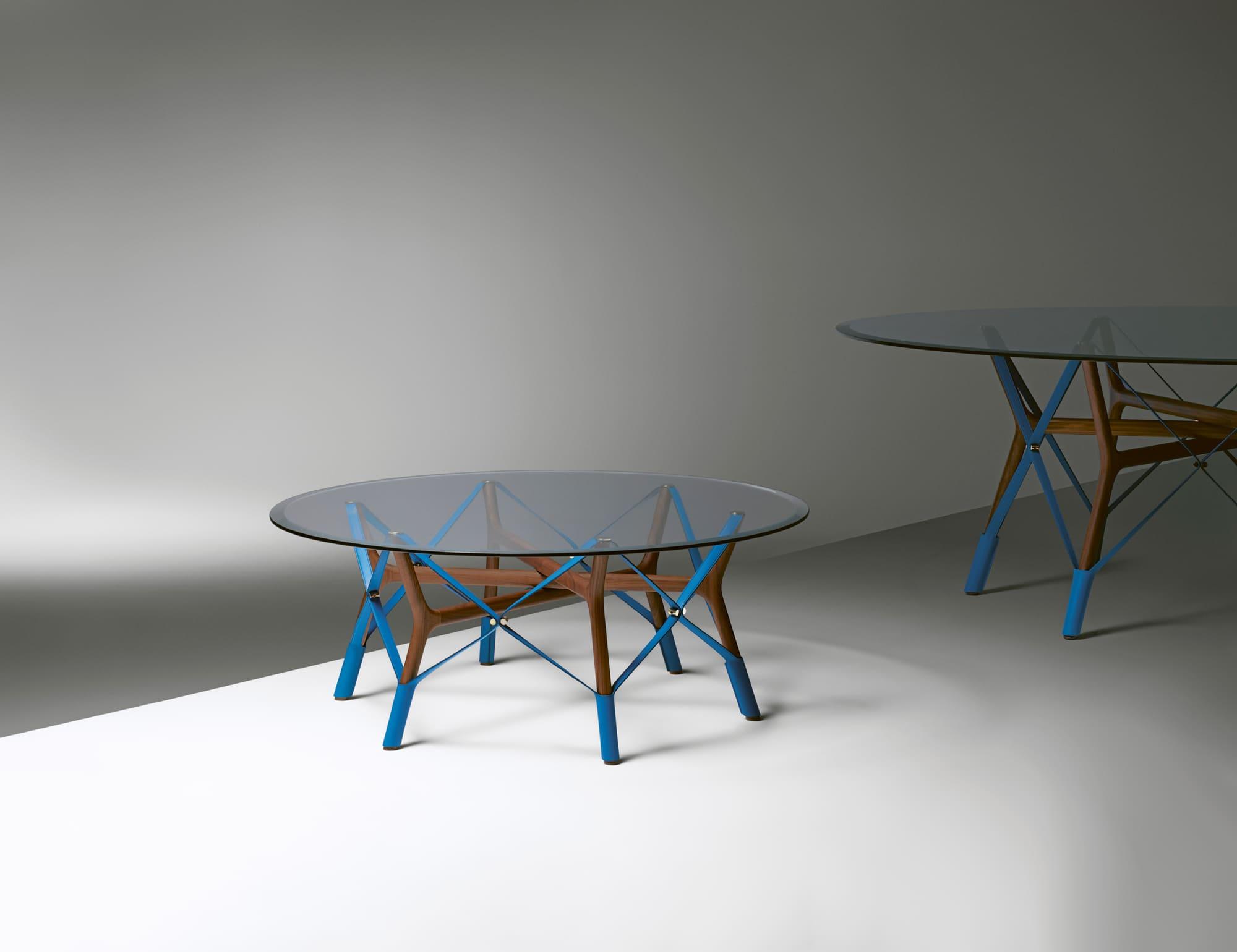 アトリエ・オイデザインによる「ルイ・ヴィトン オブジェ・ノマド コレクション」の最新作「SERPENTINE TABLE」
