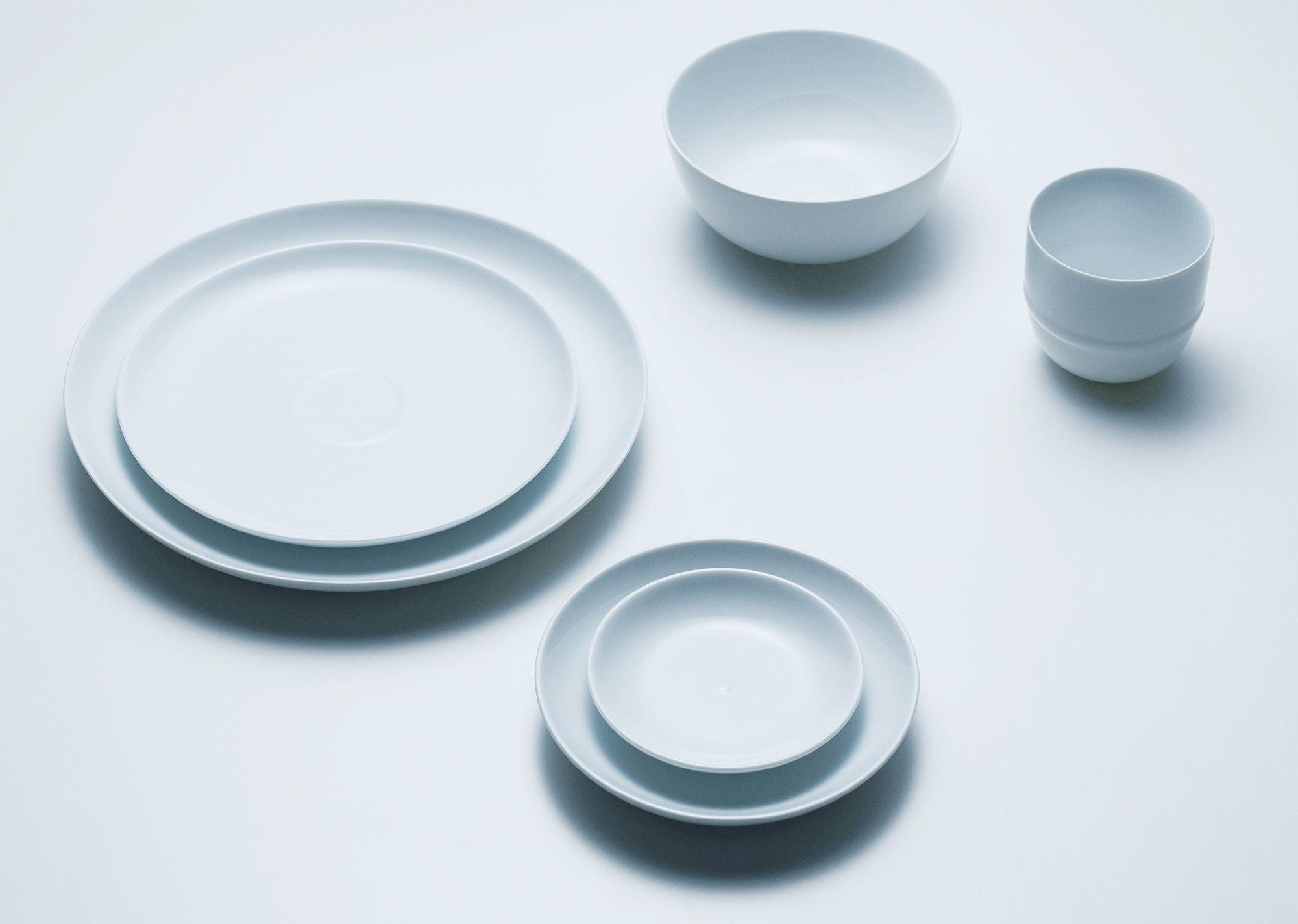 陶瓷餐具包含 14.5 公分的盘子(1,836 日元)、水杯(1,404 日元)等6种