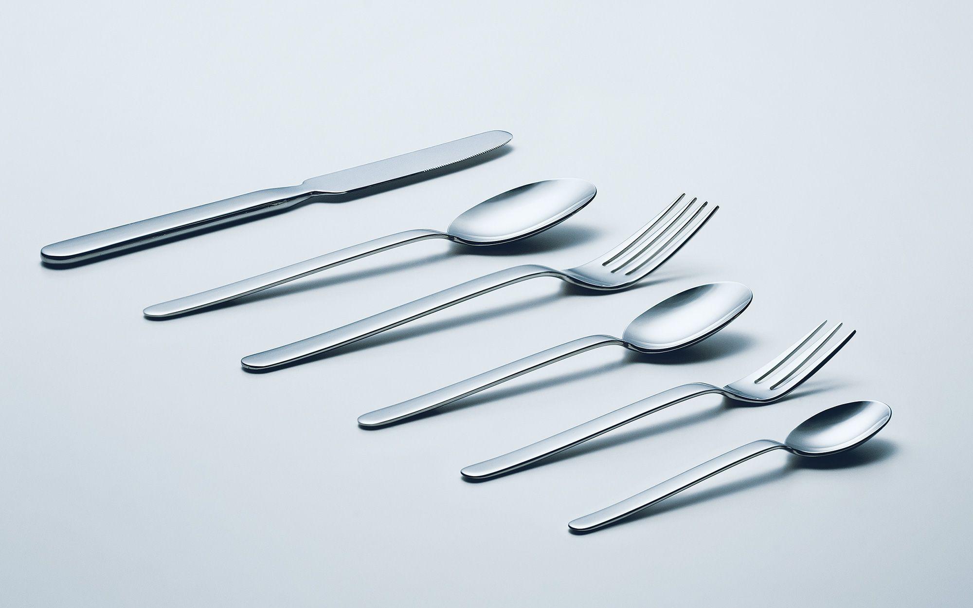 刀具包含餐刀(1,296 日元)、餐叉(972 日元)等6种