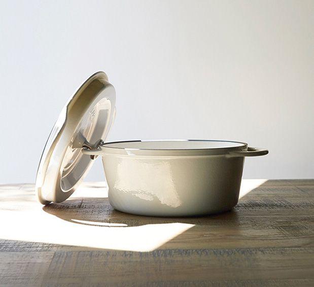無水調理ができるホーロー鍋「Oven Pot Round」シリーズは14cmから26cmまで5サイズをラインナップ