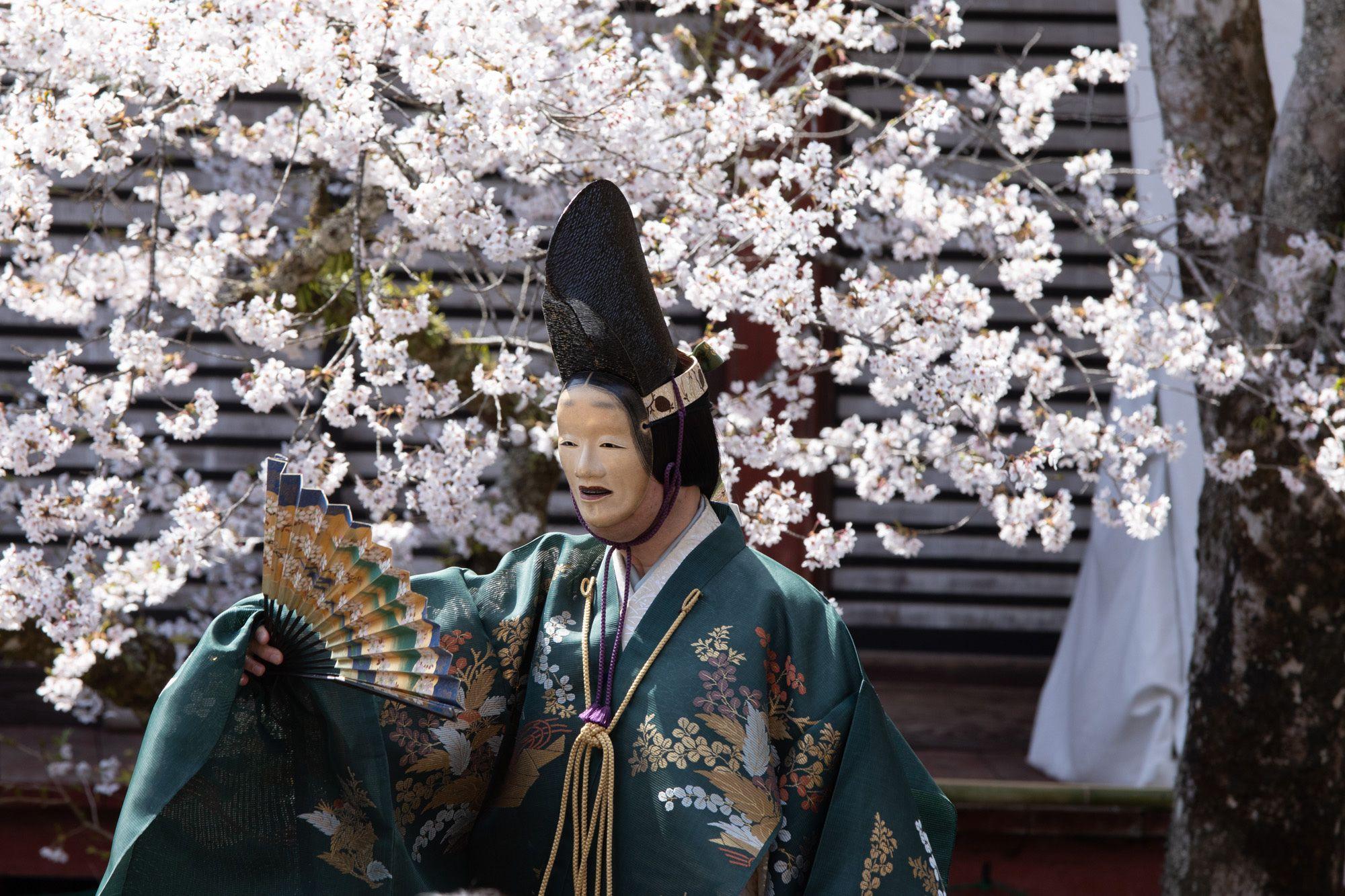 もう一番の能「百万」は奈良から京都・清凉寺まで旅をしてきた物狂いの女・百万が主人公。シテは片山九郎右衛門。