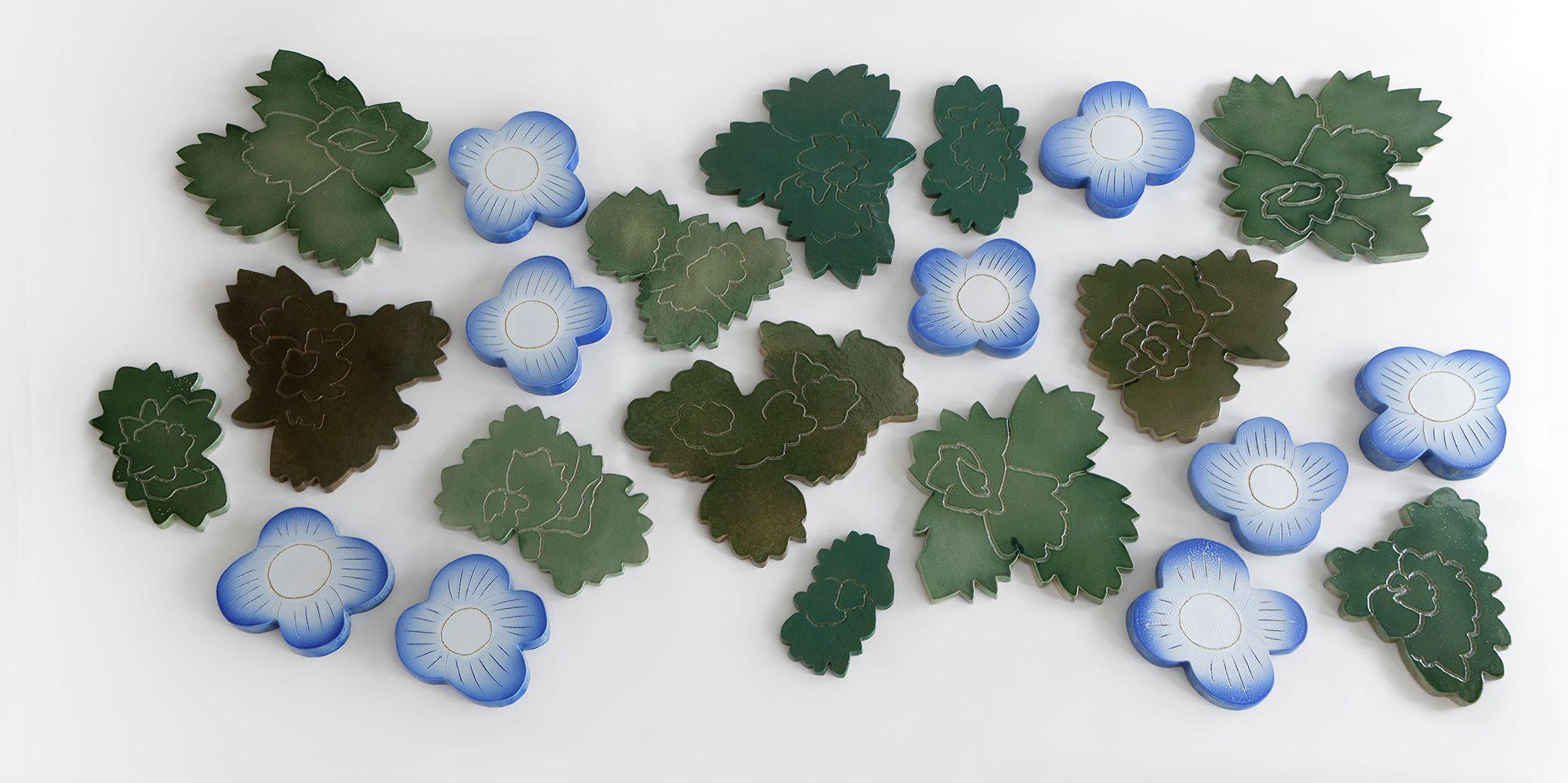 オオイヌノフグリの葉や花をモチーフにした作品。