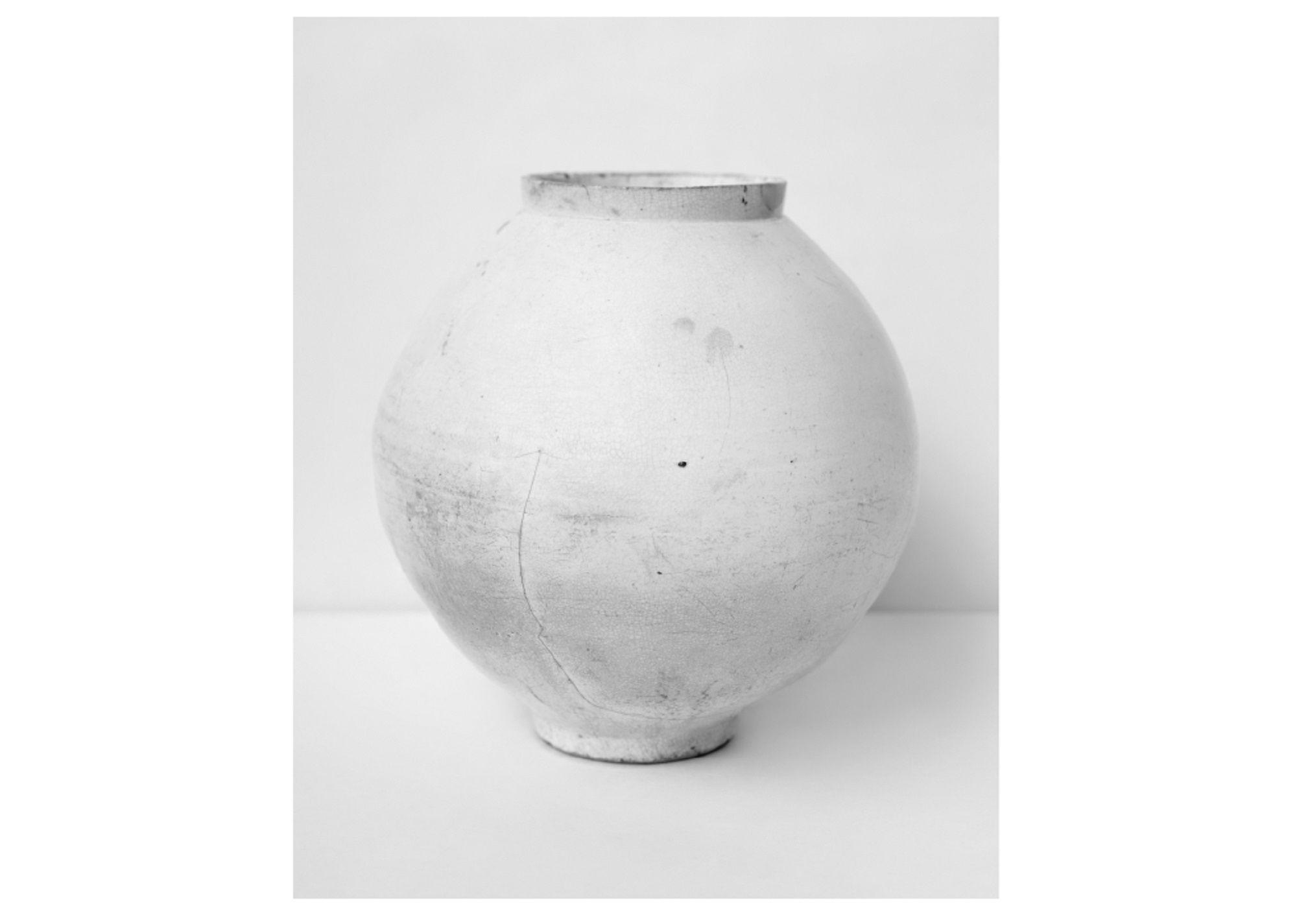 White Vessels © Koo Bohnchang