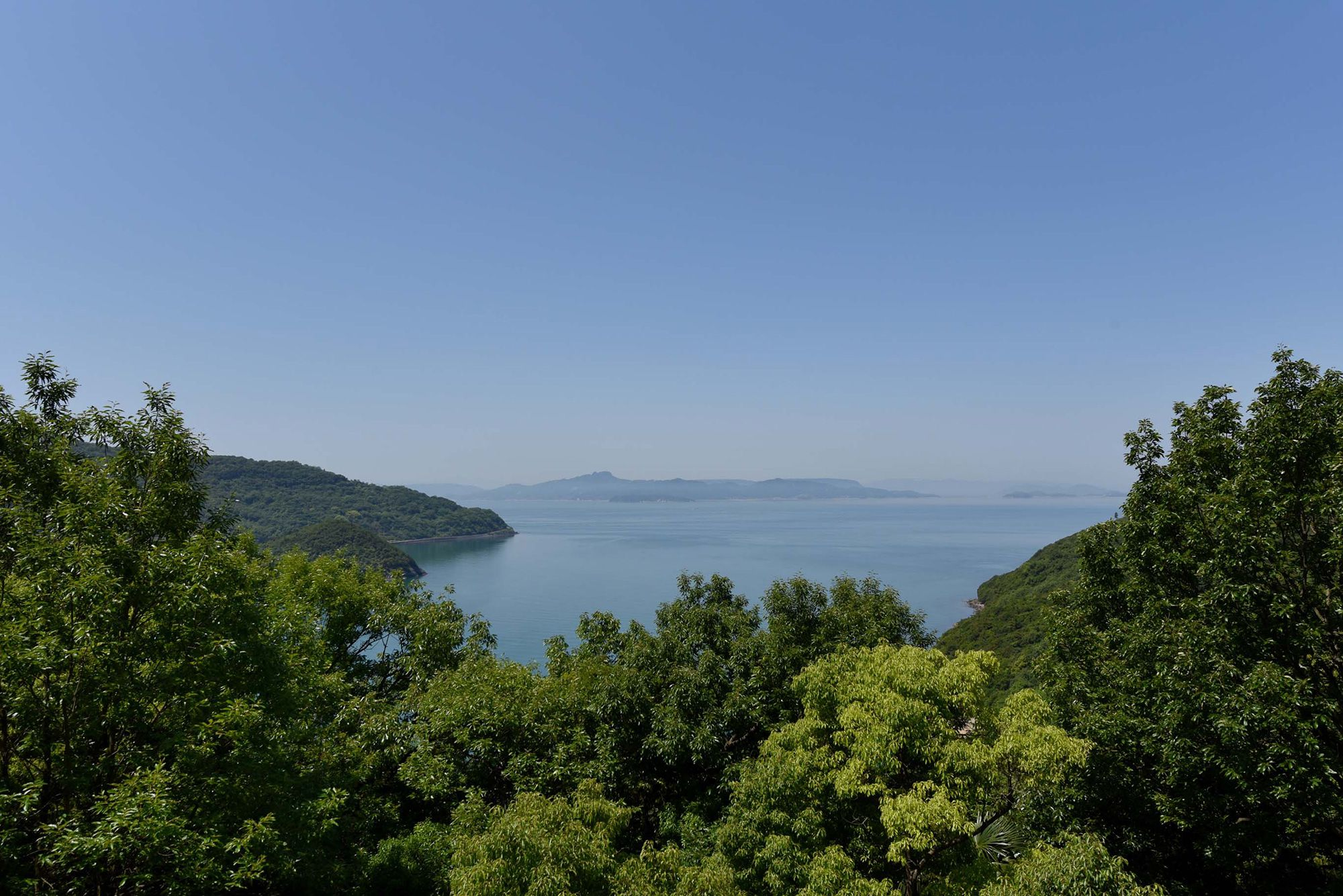 島々が浮かぶ穏やかな瀬戸内海。心和む景観が広がる。
