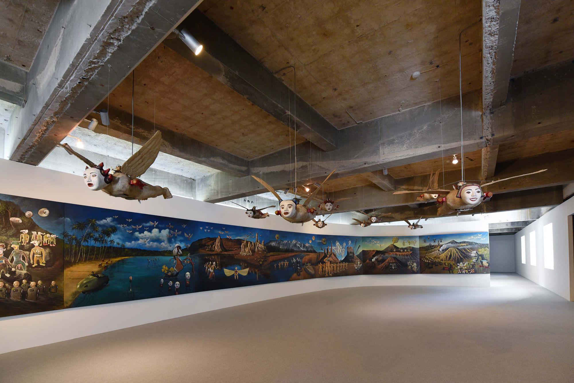 2階での企画展「眼に見える魂」でのインドネシアの作家、ヘリ・ドノの作品「The Odyssey of Heridonology」