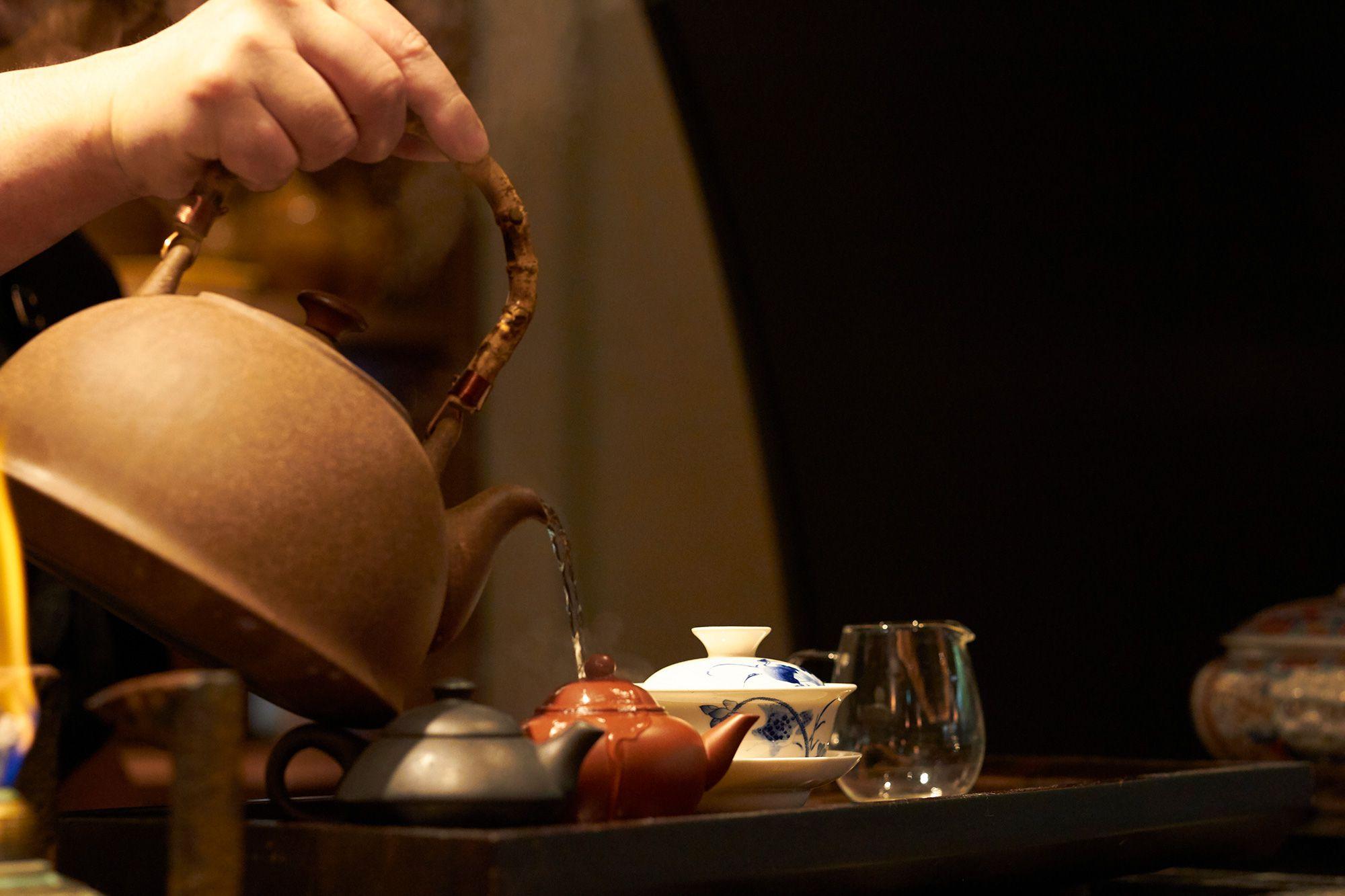 お茶をいれる川田の「一番だしをひくつもりで」という言葉が印象的だ。