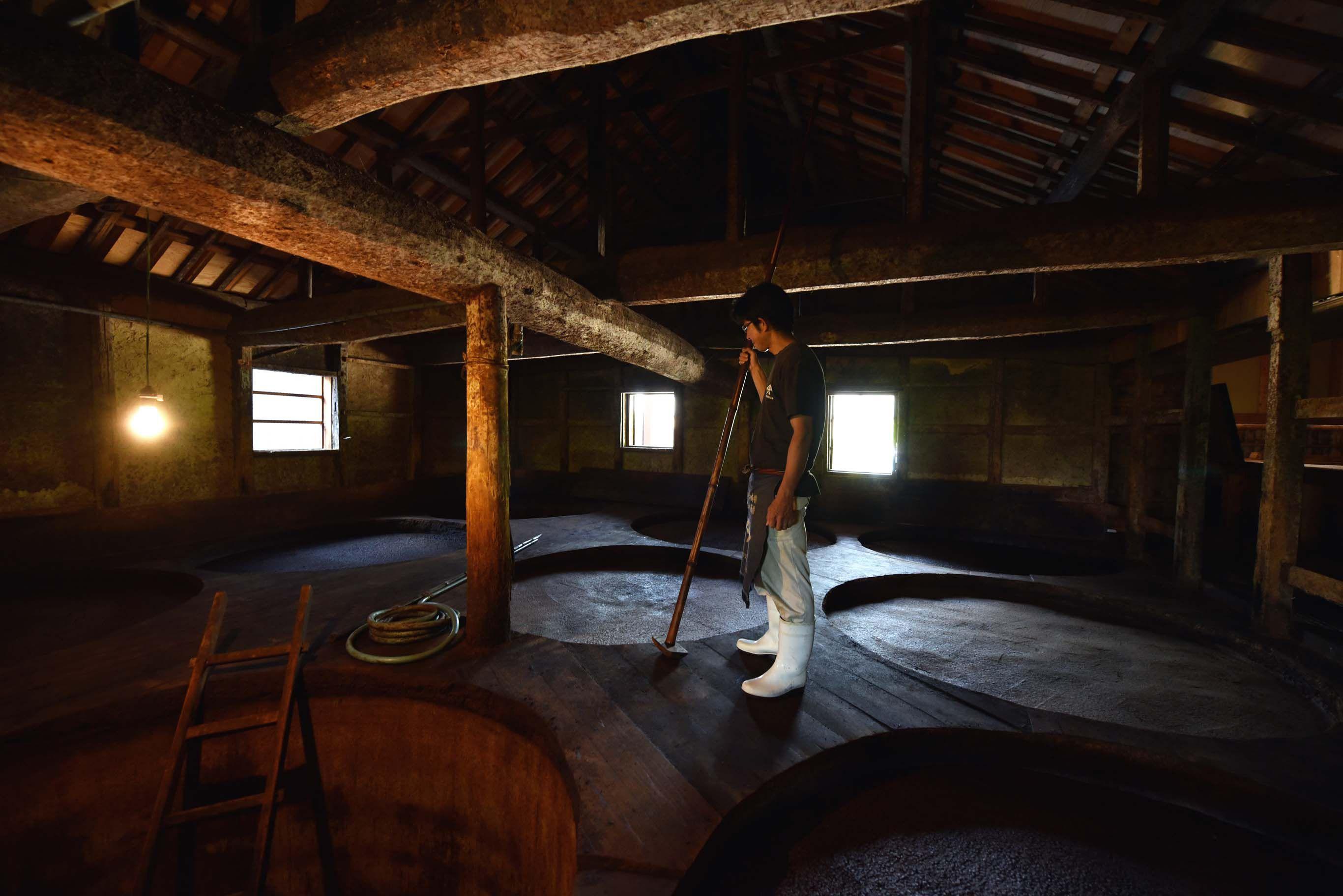ヤマロク醤油 五代目当主・山本康夫。時を超えて続く、小豆島のレガシー・醤油造りを守る。