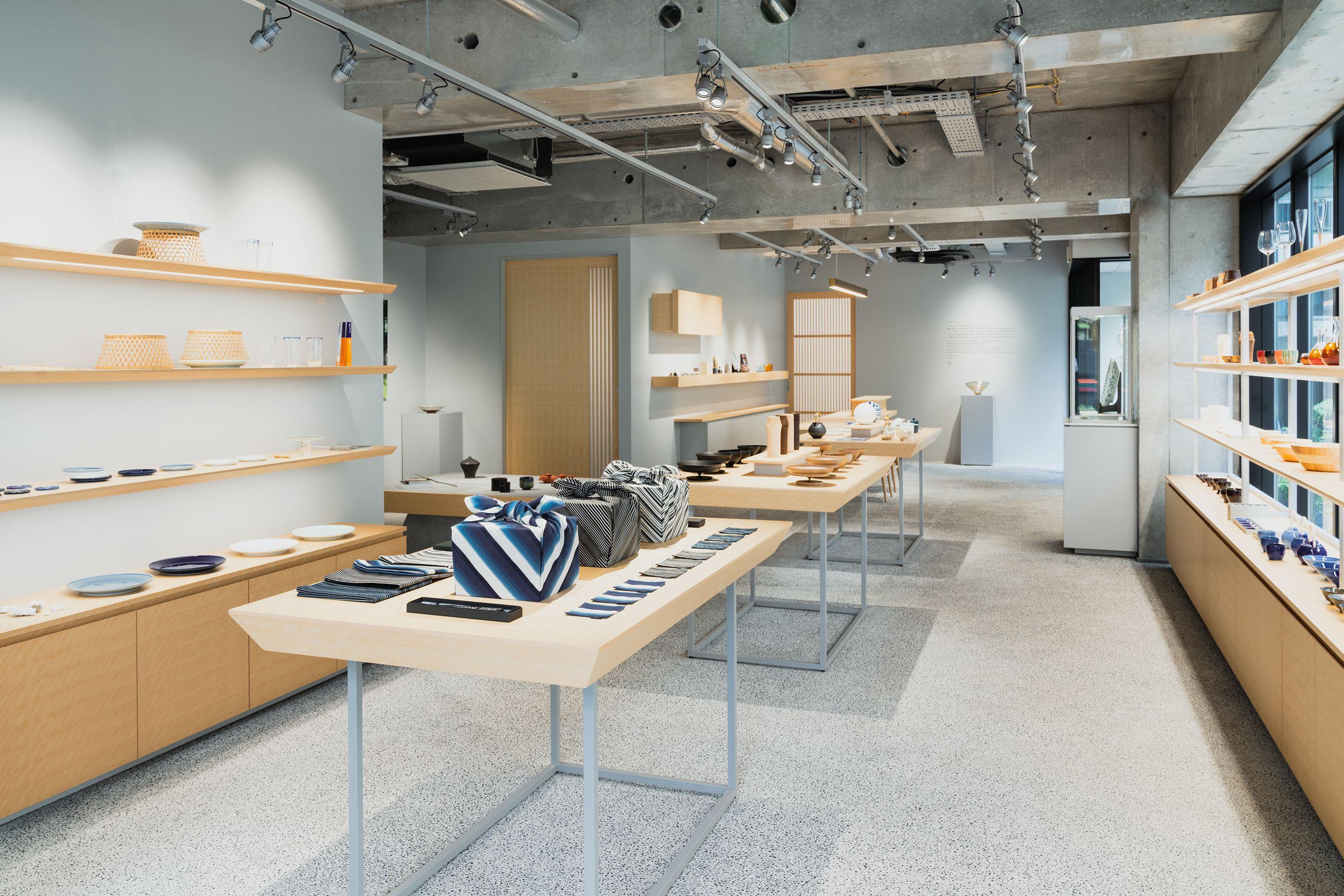 東京・赤坂にオープンした「ハルス・ギャラリー・トーキョー」。広々としたスペースに日本の工芸品が展示されている。