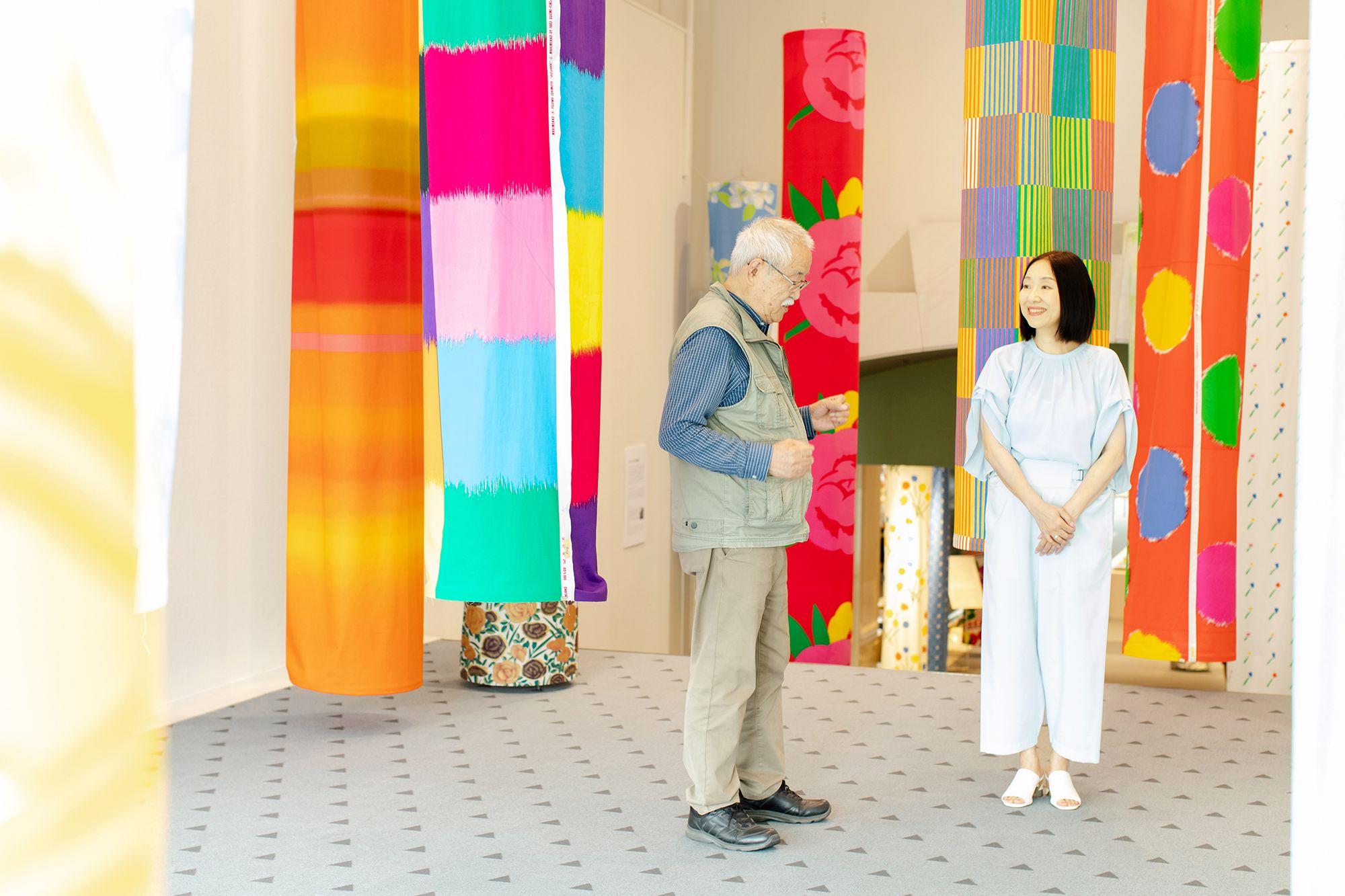 6月にスパイラルガーデンで開催された「石本藤雄展―マリメッコの花から陶の実へ―」での様子。