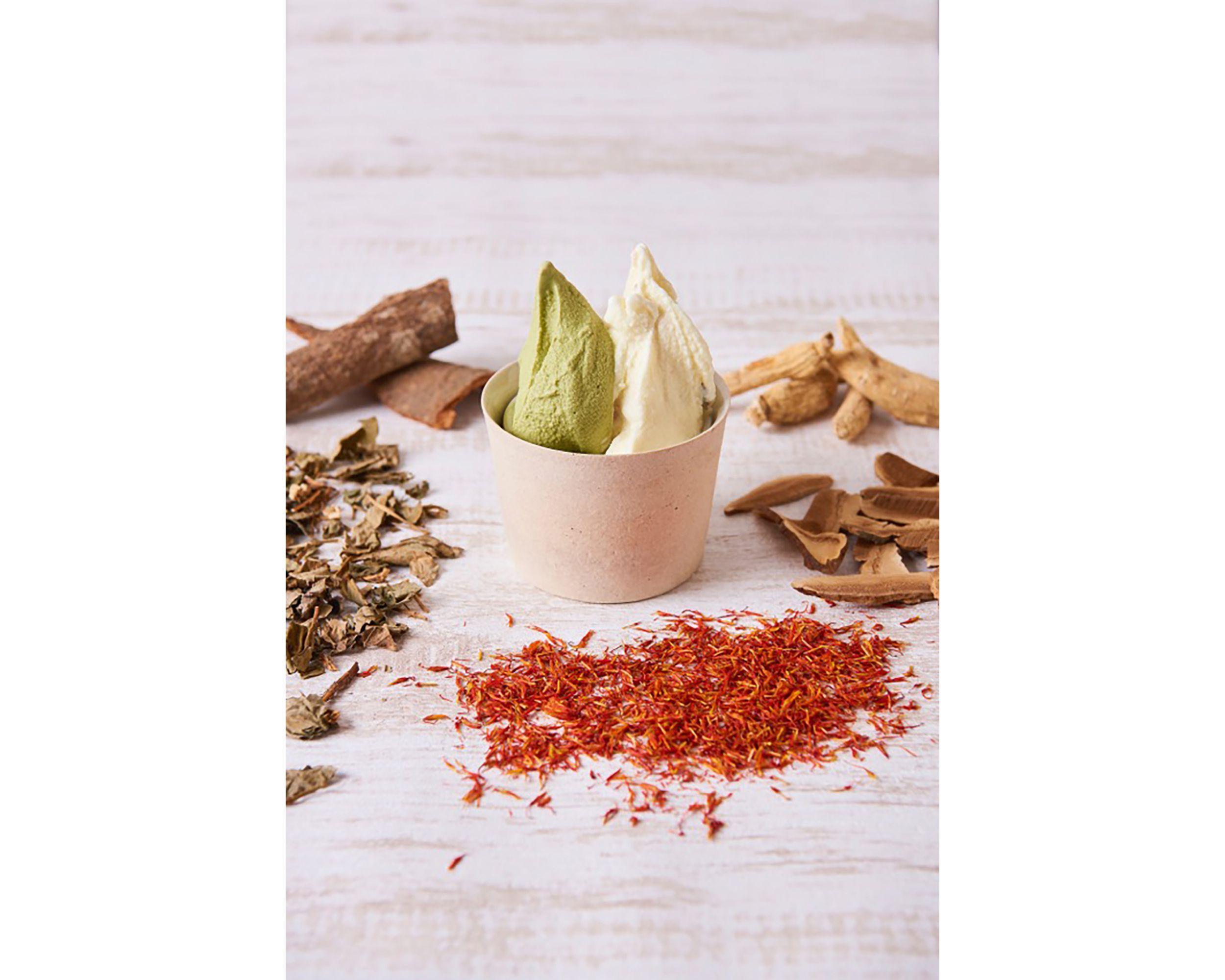 高麗人参や桂皮などの和漢素材を使って体に優しい「和漢ジェラート」(2フレーバー 1,080円)。