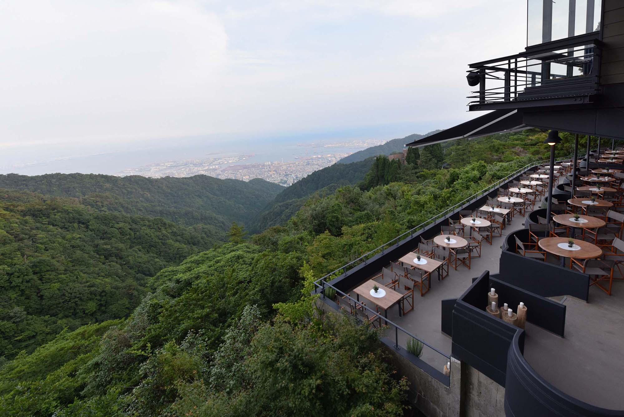 六甲山から神戸港を見渡す眺望が自慢のグリルレストラン。