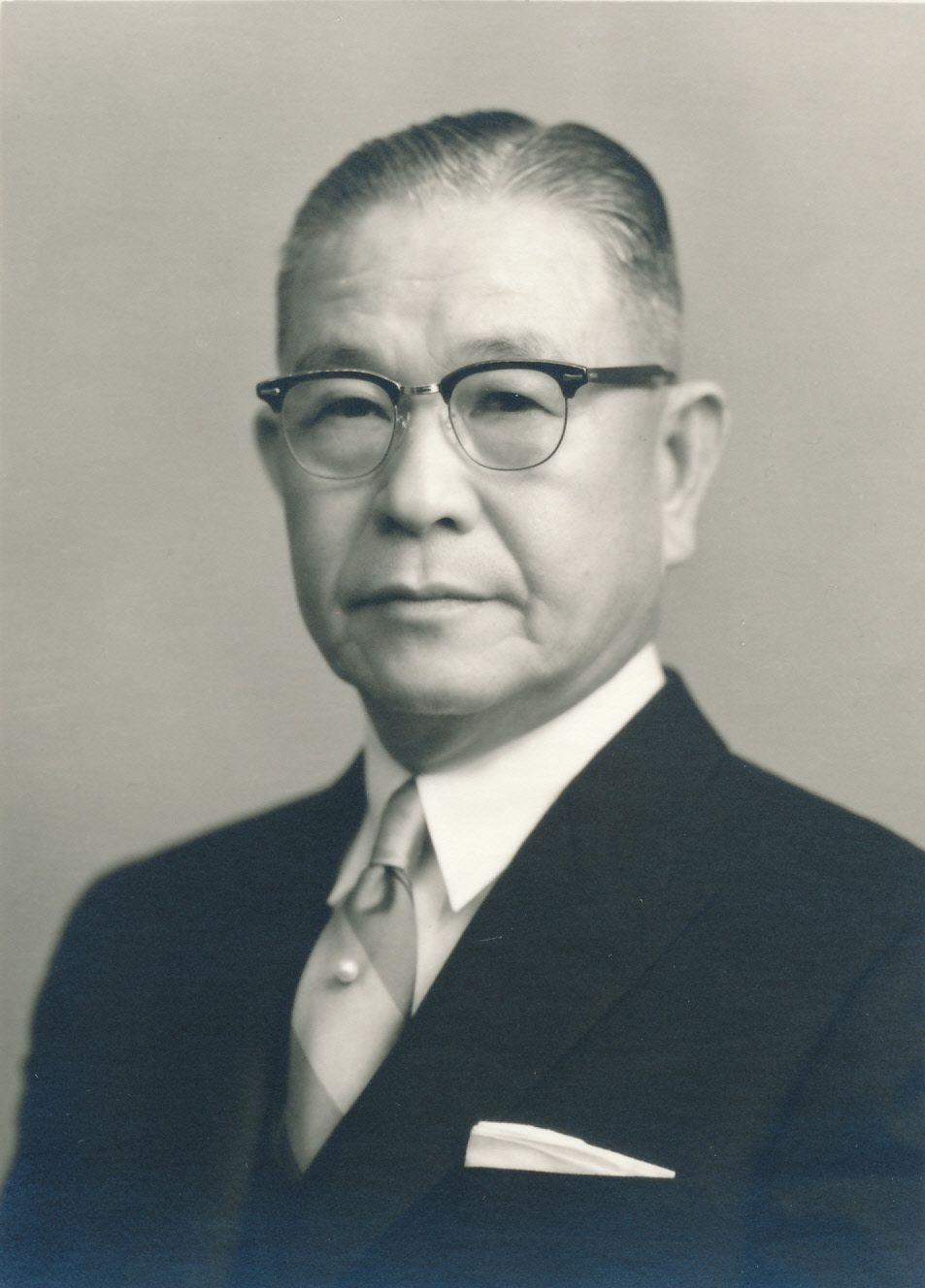 長崎県長崎市の洋品店に生まれた野田岩次郎。ホテルオークラ東京開業当時の社長を務めた。