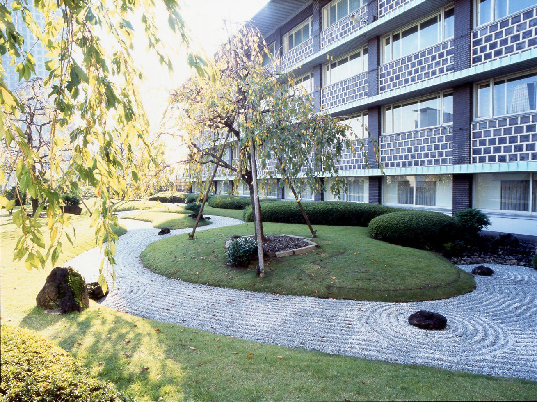 本館にあった曲水庭。手入れの行き届いた美しい庭は宿泊客の心に安らぎを届けた。
