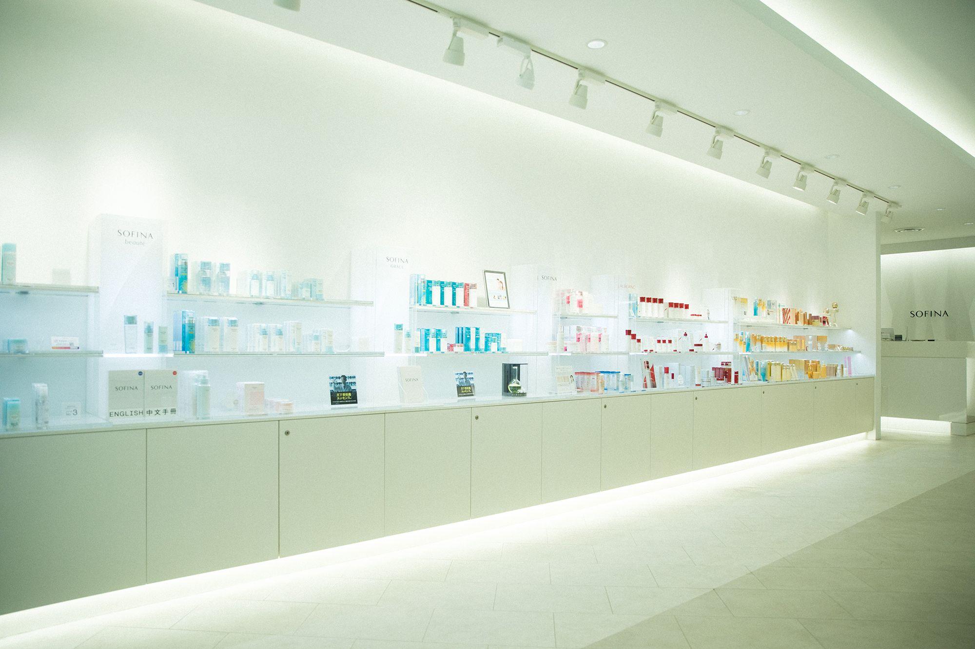 在銀座還有可以採購SOFINA化妝品的店鋪。在這裡,肌膚的快速診斷無需預約。