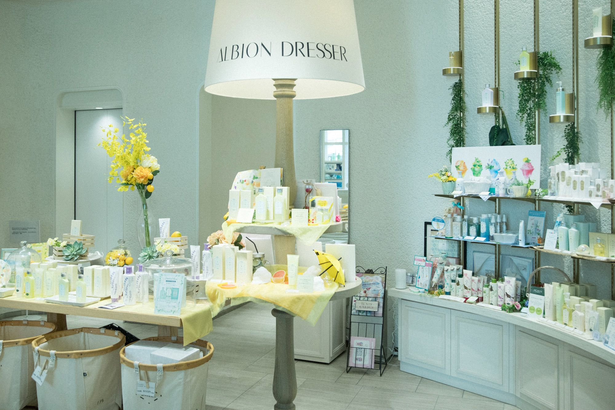 """""""ALBION DRESSER Ginza Store"""" displays their recommended products that are perfect for the season."""