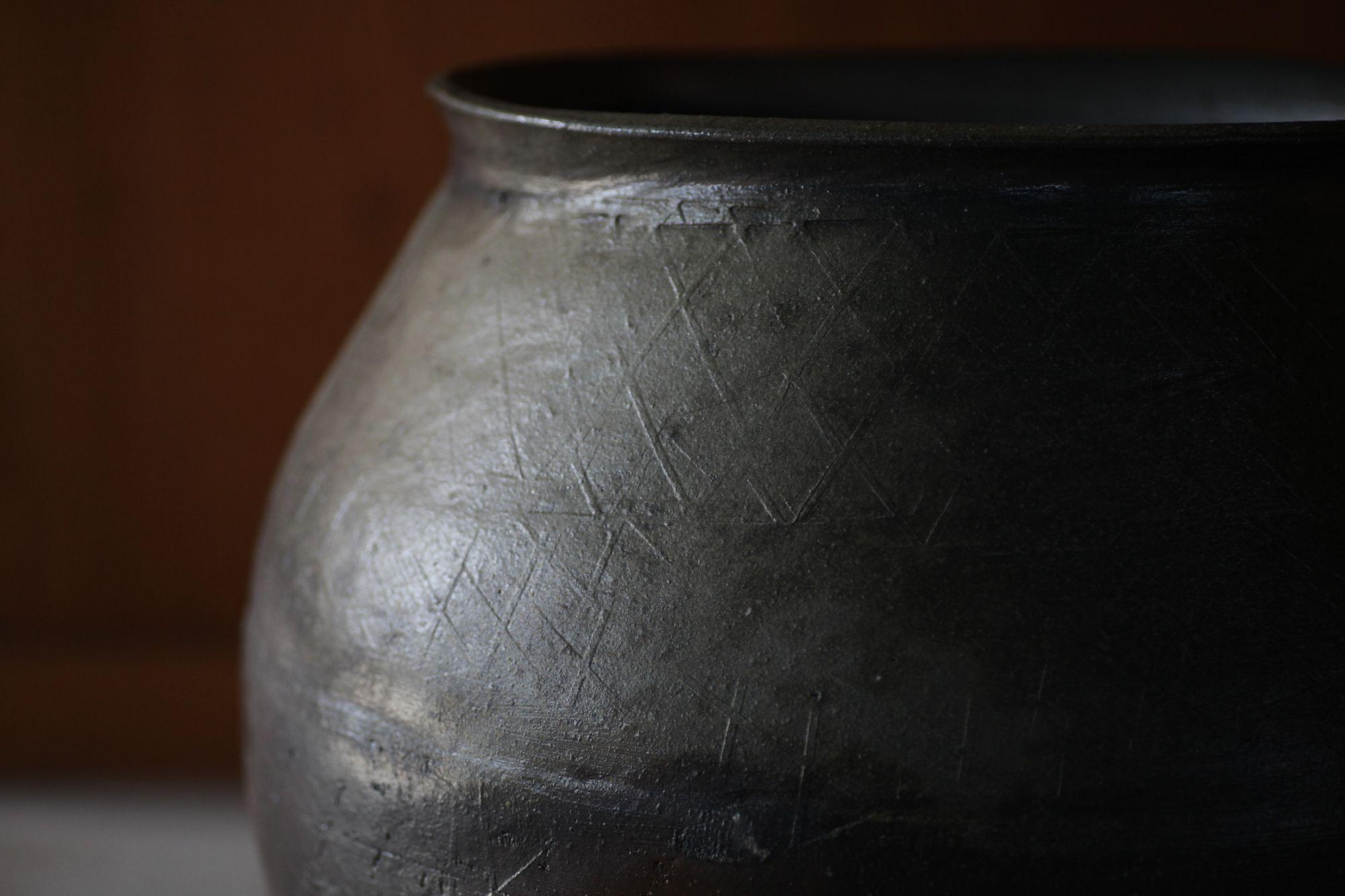 常滑 鯉江明/常滑山土叩き壺 鯉江は、地元常滑での中世古窯発掘調査への参加が契機となり、作家を志す。
