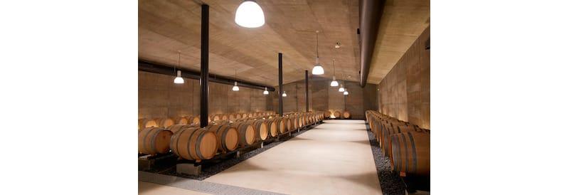 明野の三澤農場にある熟成用のカーヴ。ラインナップの最高峰、「キュヴェ三澤」もここで熟成される。