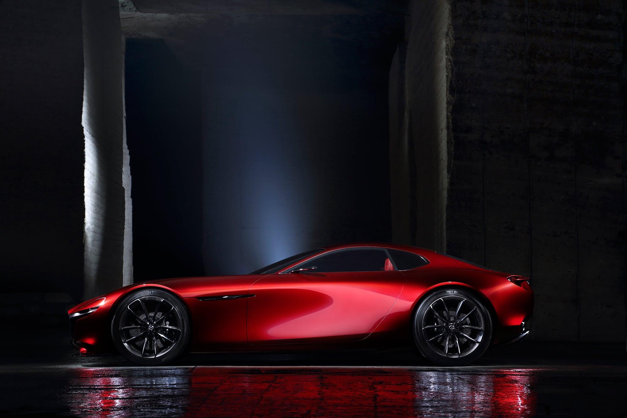 マツダデザインが考える美しいFRスポーツの形「RX‐VISION」。