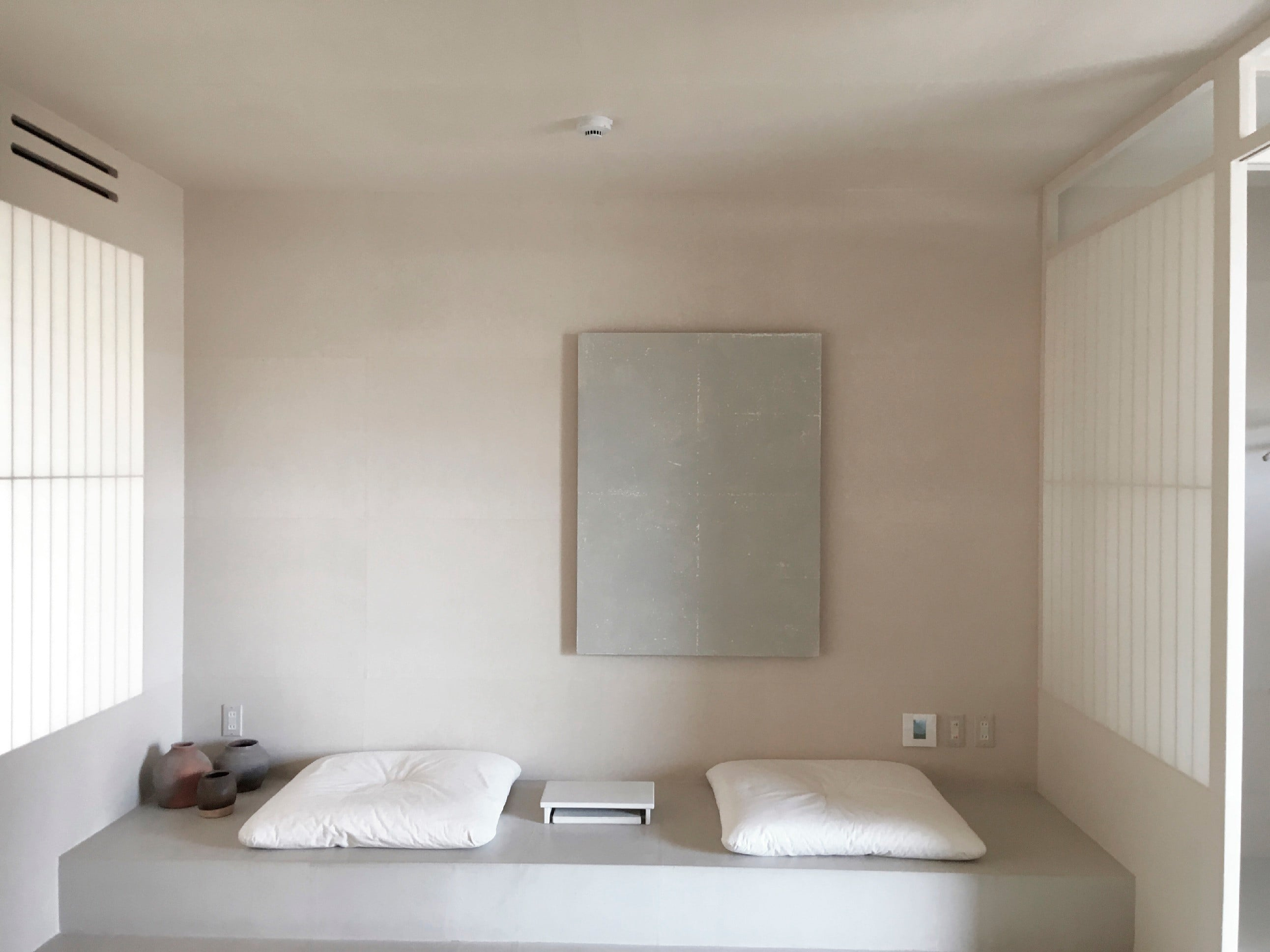 昭和38年に広島県尾道市・千光寺山の中腹に先進的な山の手のアパートメントとして誕生した「新道アパート」が、 「LOG (ログ)– Lantern Onom ichi Garden- 」として生まれ変わった。その施工を手掛けたのがハタノだった。宿泊施設、カフェとして、またギャラリーやショップなどが備わっている。