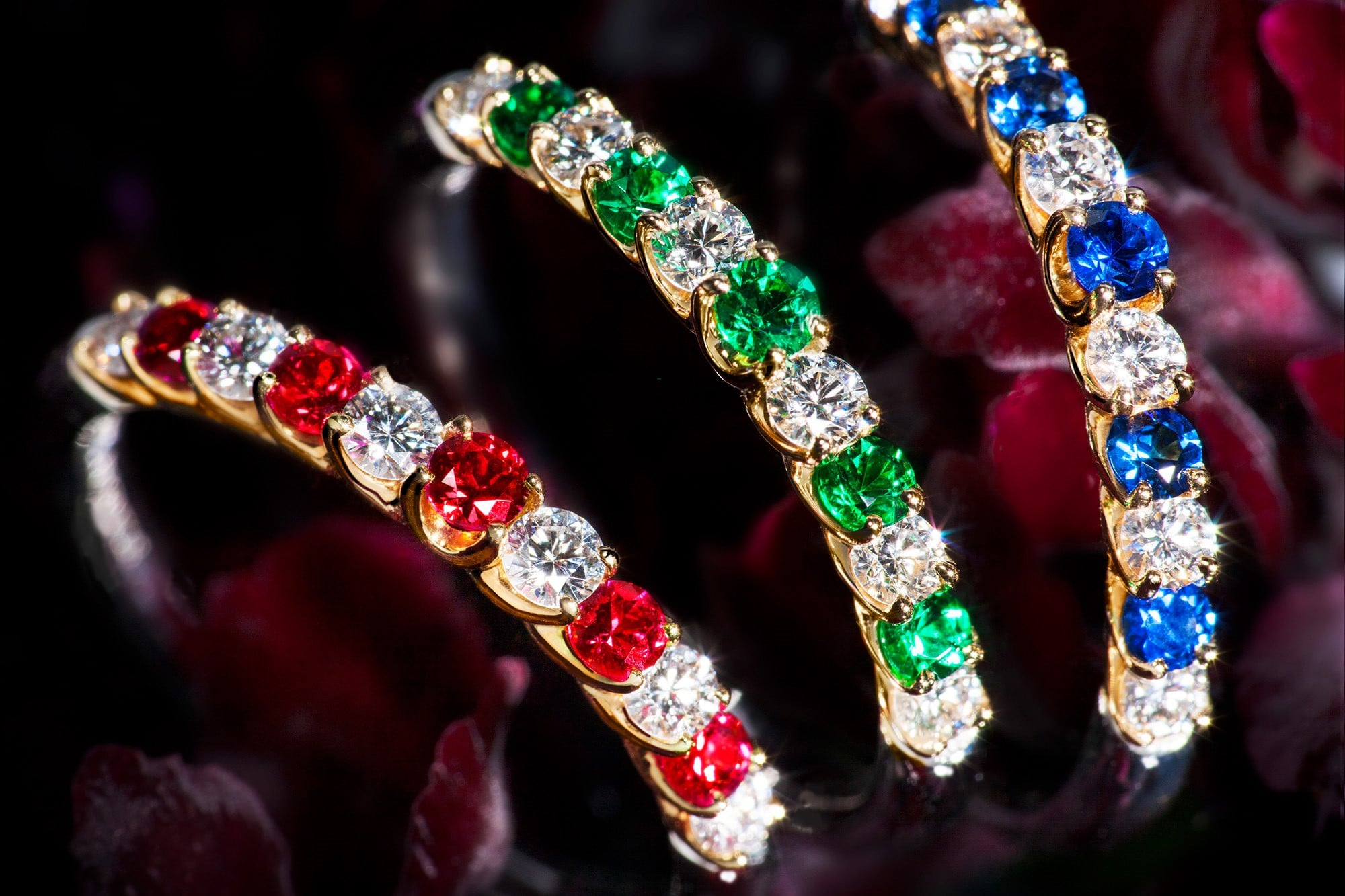 """The bundling uses a combination of diamonds and color stones. The diamonds, rubies, sapphires and unprocessed emerald used in the jewellery are carefully selected. All of the """"Anniversary Bundling"""