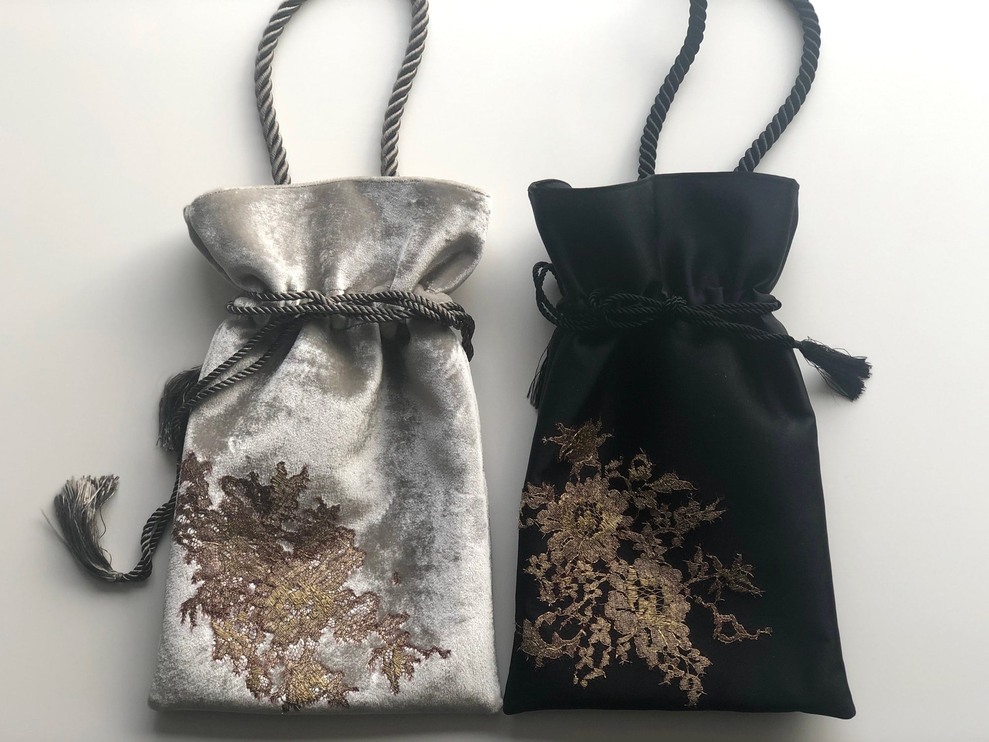 The drawstring bags are popular for using at parties and coordinating with kimonos.