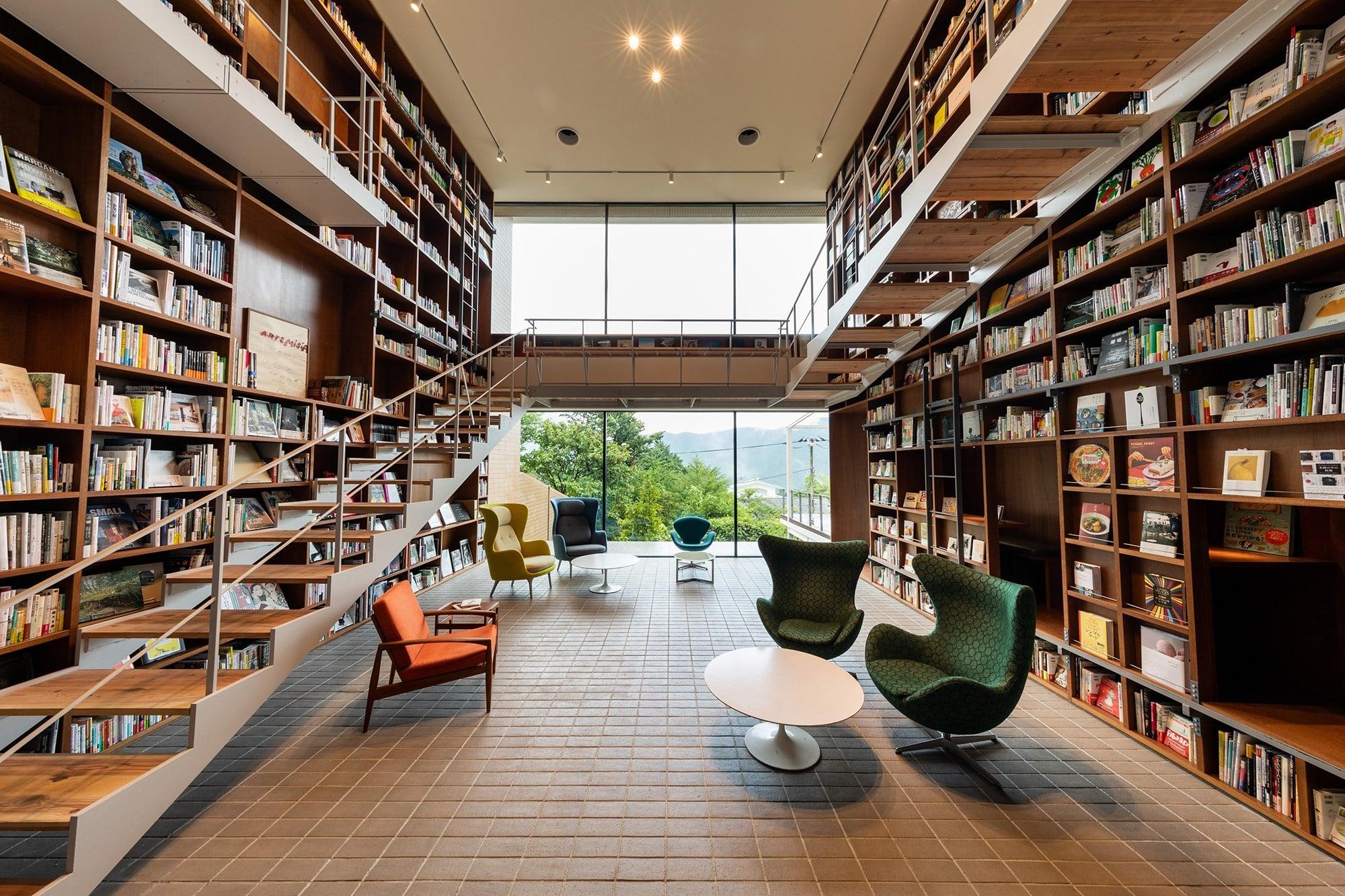 置かれている1万2000冊すべての本が購入可能。書店機能付きライフスタイルホテル「箱根本箱」