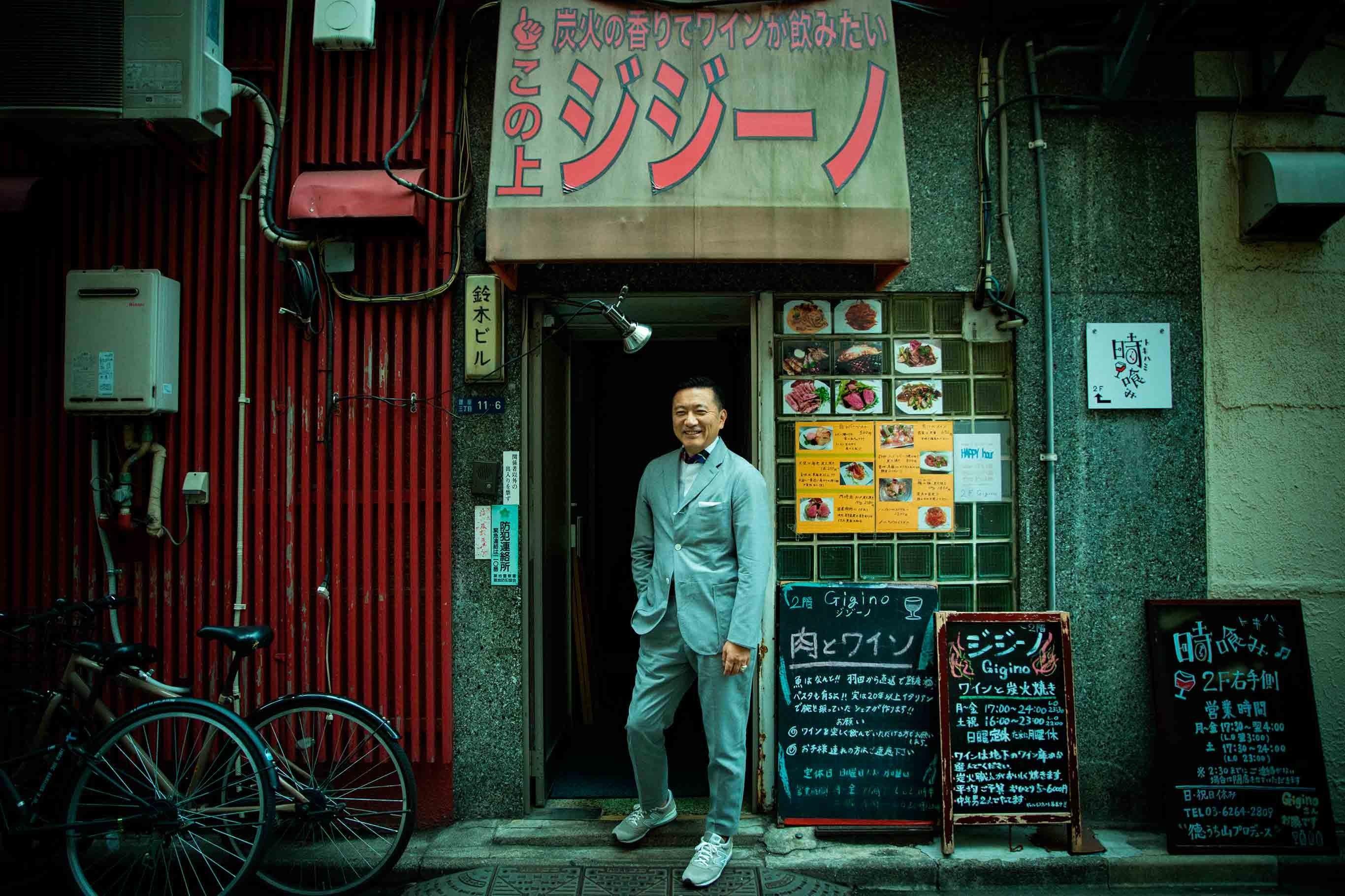 「ジジーノ」のにぎやかな店の入り口で。昨今、木挽町界隈は個性的な飲食店が増え、自由で多様性に富む魅力的な街になっている。