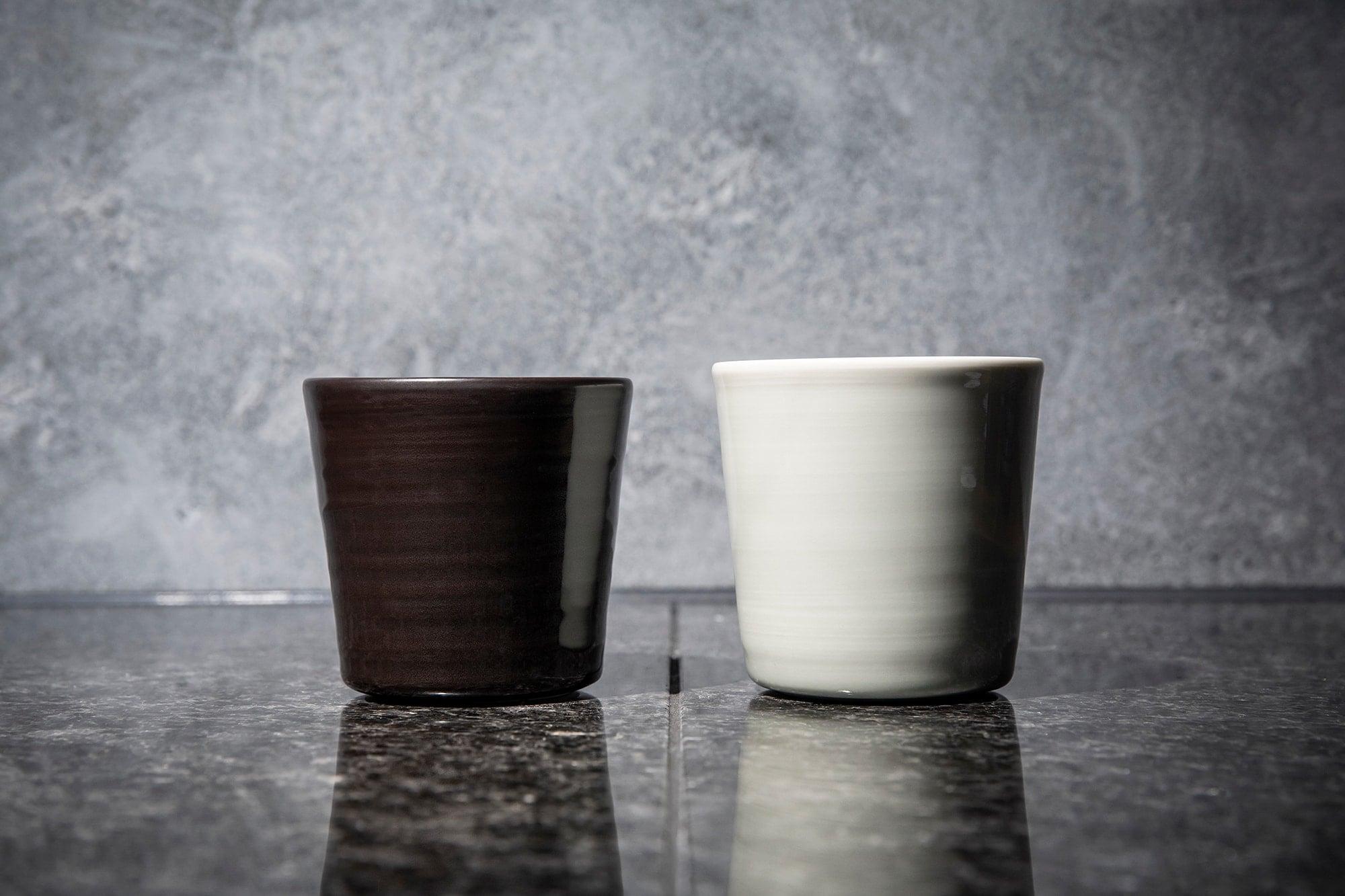 有田の香蘭社とインゲヤード・ローマンのコラボレーションによる磁器のカップ
