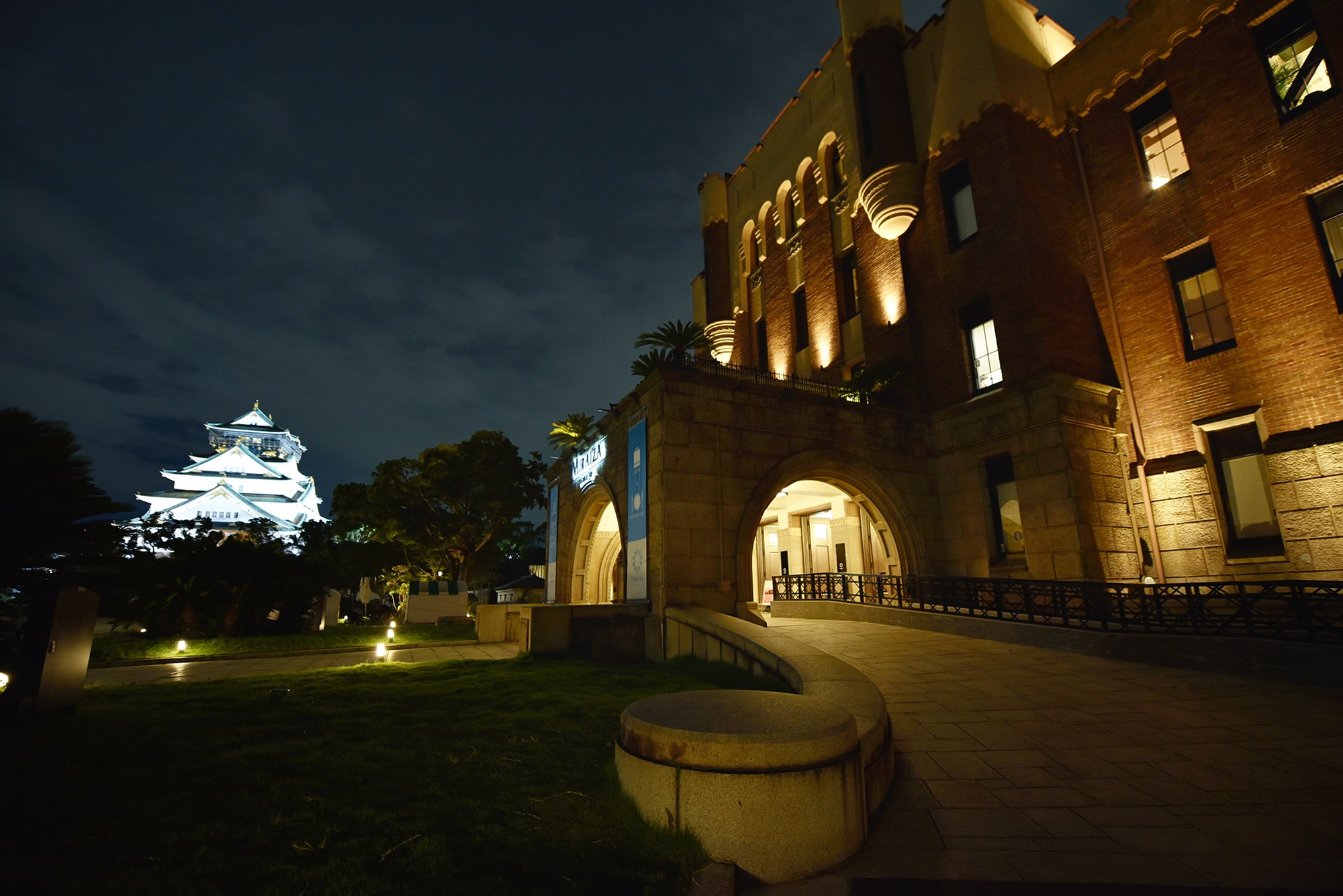 """面向大阪城的""""MIRAIZA OSAKA-JO""""(大坂城公园中的历史建筑,文化与餐饮的复合设施),""""RELAIS & CHATEAUX""""全球知名庄园城堡饭店组织日本分会成立30周年节日晚宴的会场。"""