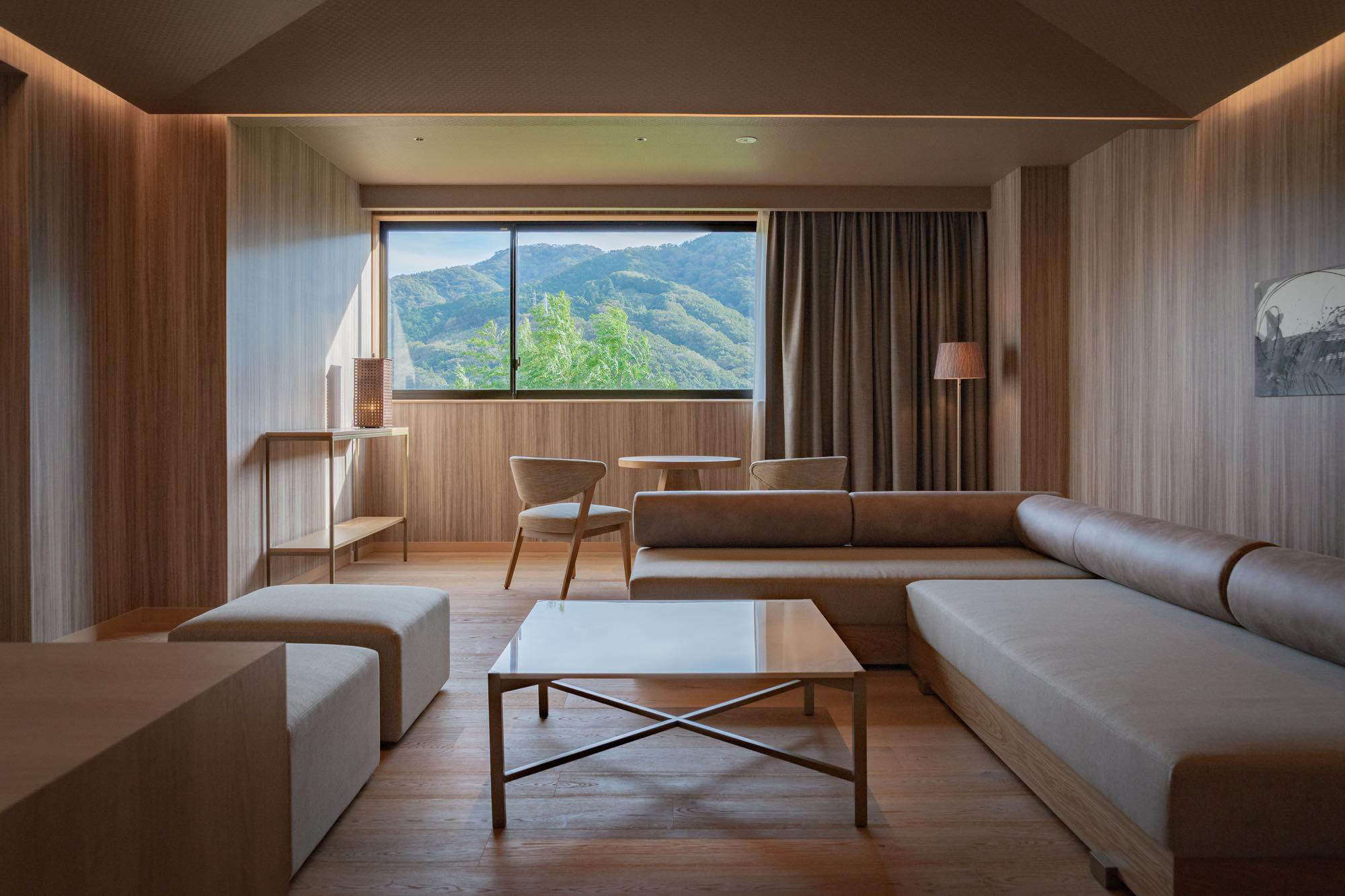 Miwa Yugawara features 17 guest rooms in total, including one suite room.