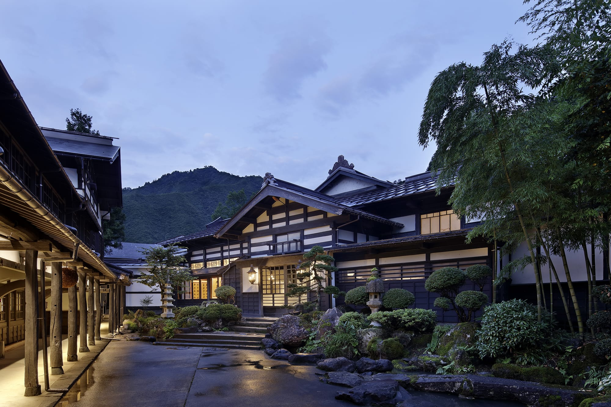 Onsen Oyado Ryugon, the long-established onsen inn that has been designated as a cultural property has reopened after renovation using 8 traditional Japanese houses from the area, including a residence of a great landowner.