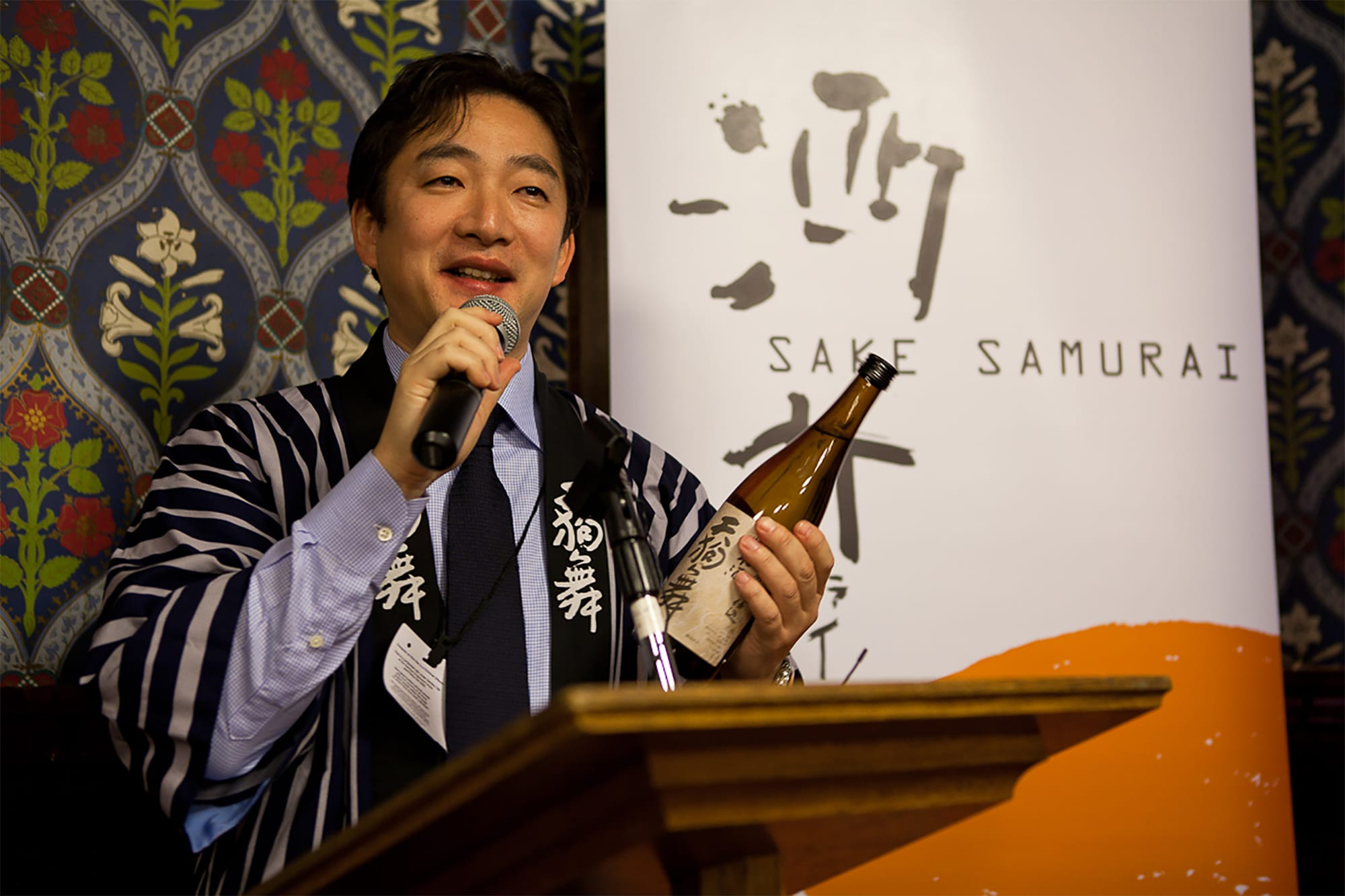 The former banker, eighth generation and president of Shata Shuzo, Kazunari Shata have actively promoted sake to the world through sake samurai activities and International Wine Challenge.