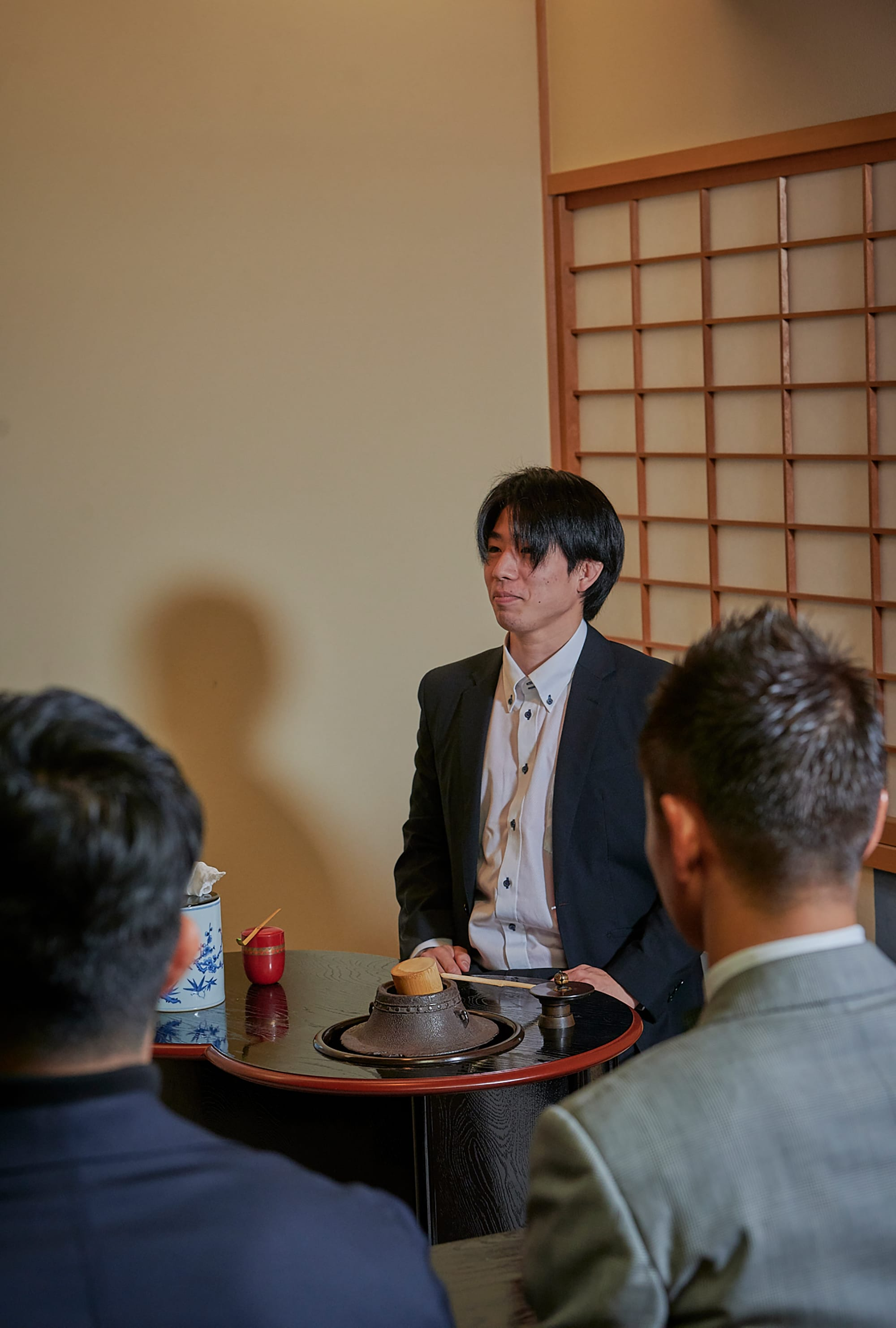 YUUTAROU was able to learn the shosa of tea ceremony and made it his own through watching the other athletes' shosa.